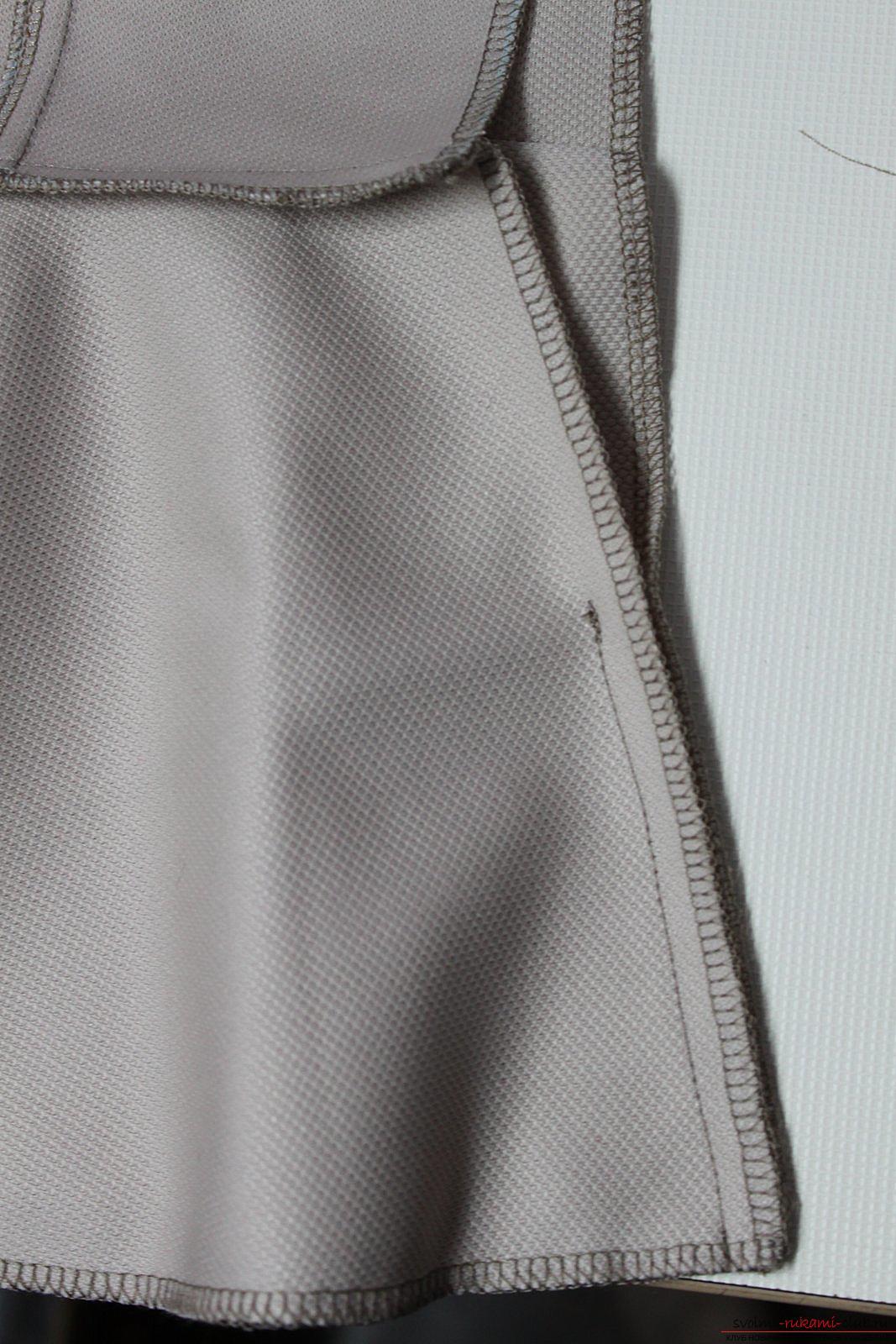 Этот подробный мастер-класс с фото и выкройкой научит шитью своими руками блузки с баской.. Фото №21