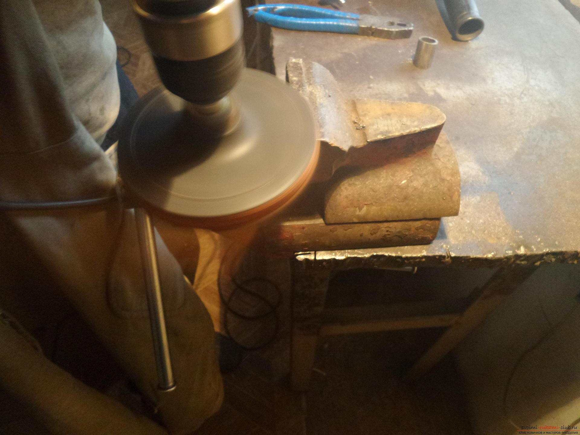 Этот мастер-класс научит как своими руками сделать необычный брелок для ключей - железный скворечник. Фото №7