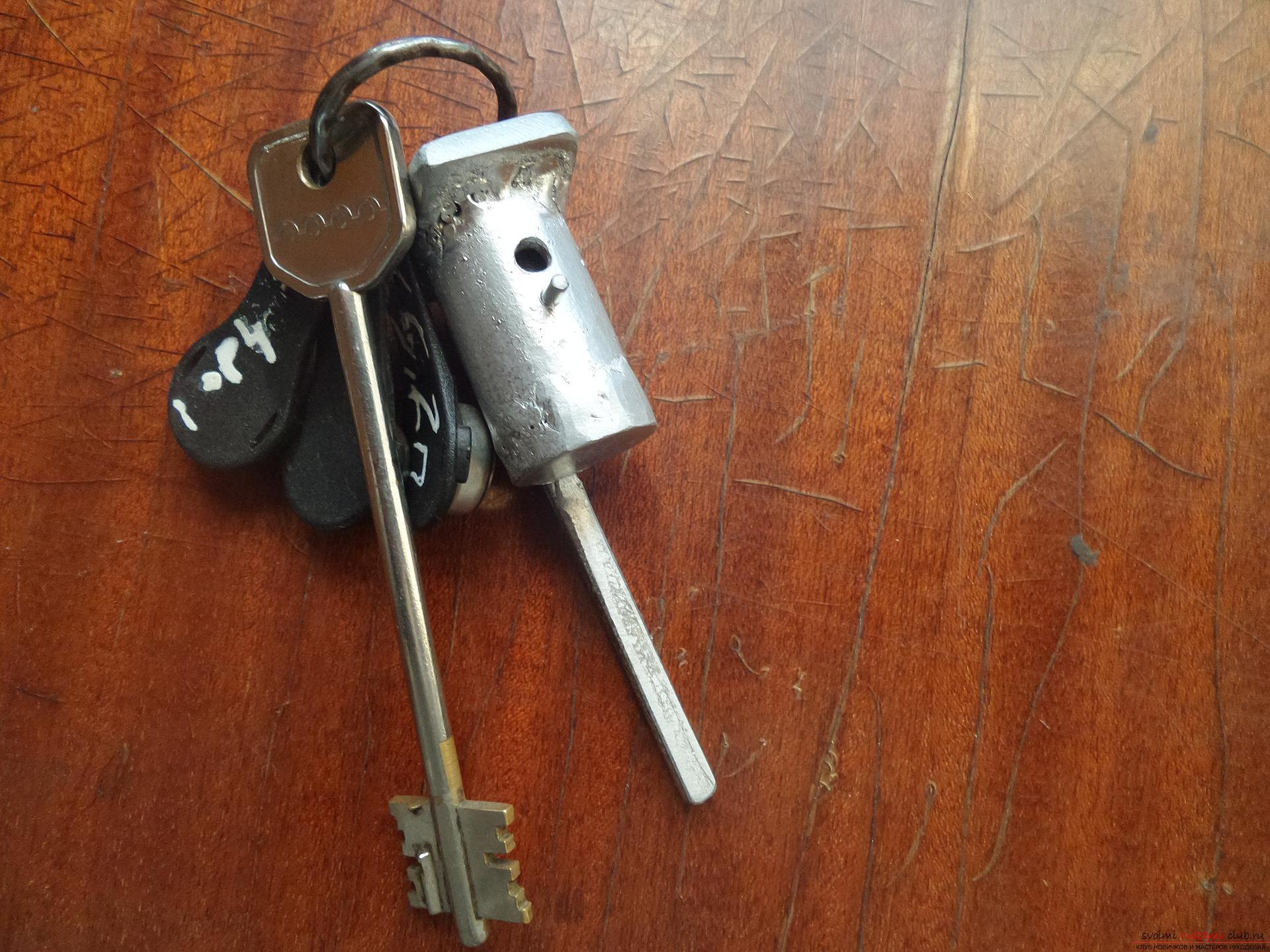 Этот мастер-класс научит как своими руками сделать необычный брелок для ключей - железный скворечник. Фото №1