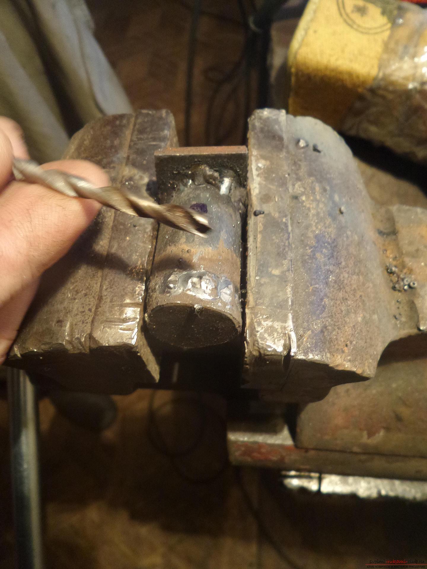 Этот мастер-класс научит как своими руками сделать необычный брелок для ключей - железный скворечник. Фото №15