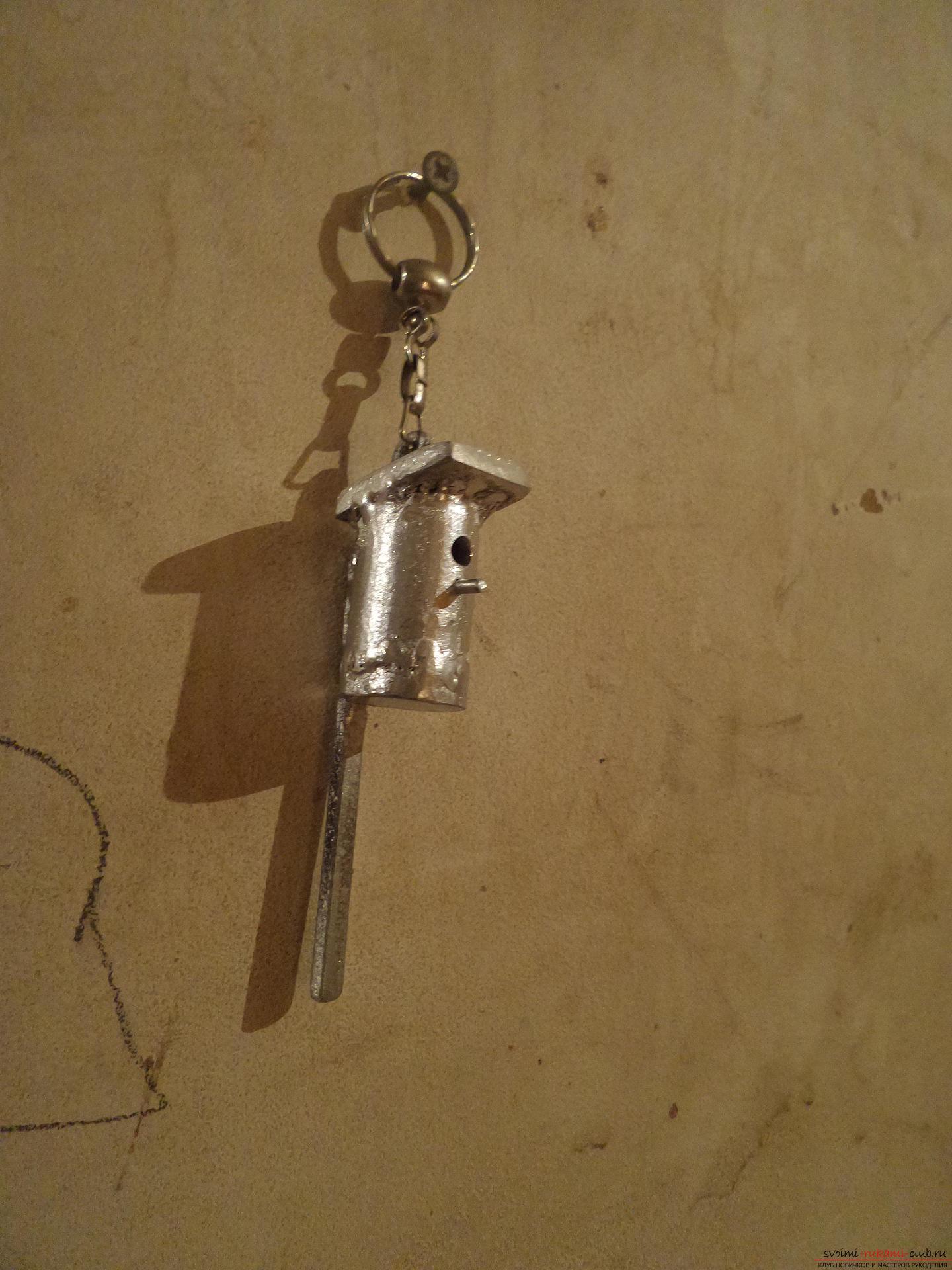 Этот мастер-класс научит как своими руками сделать необычный брелок для ключей - железный скворечник. Фото №29