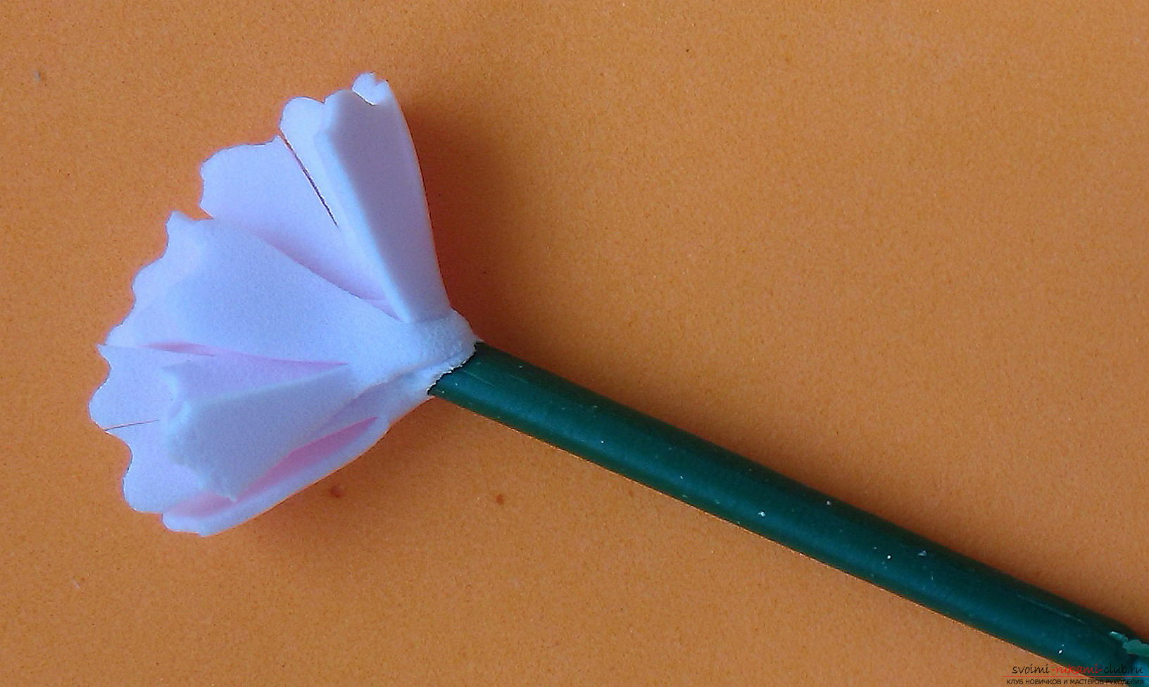 Этот мастер-класс расскажет как сделать брошь из георгиевской ленты с гвоздикой из фоамирана.. Фото №29