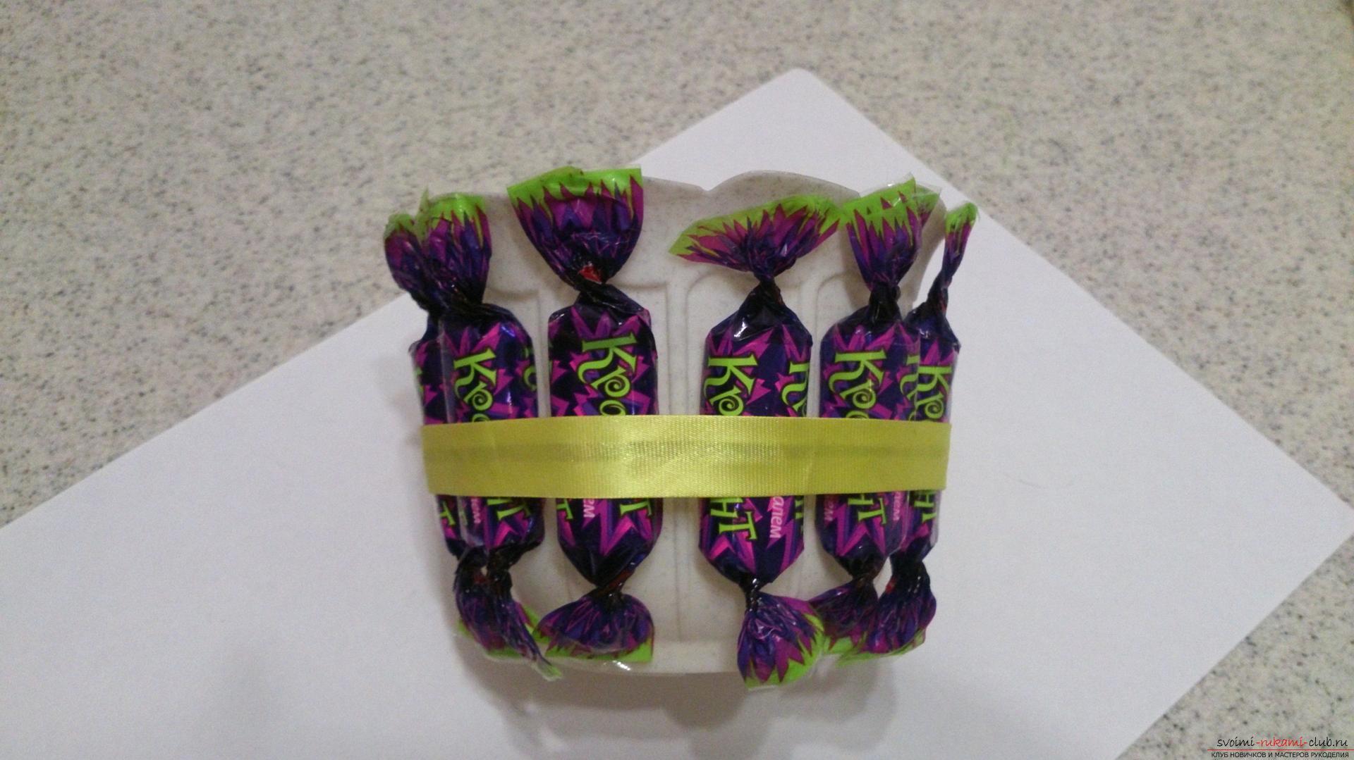 Крокусы из бумаги с конфетой своими руками