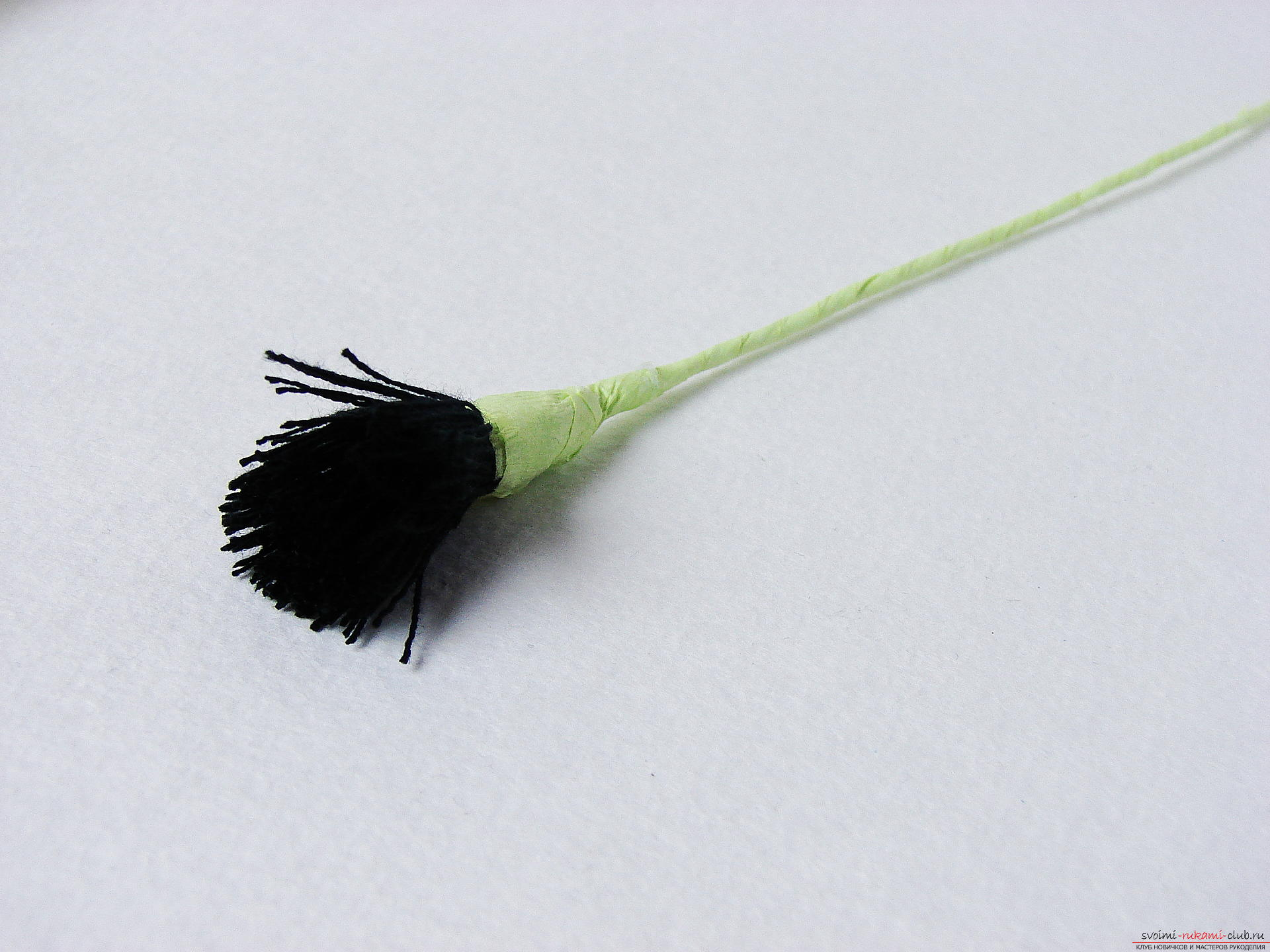 Смастерим васильки своими руками. Наш мастер-класс с фото подробно описывает как создать эти цветы из гофрированной бумаги.. Фото №10