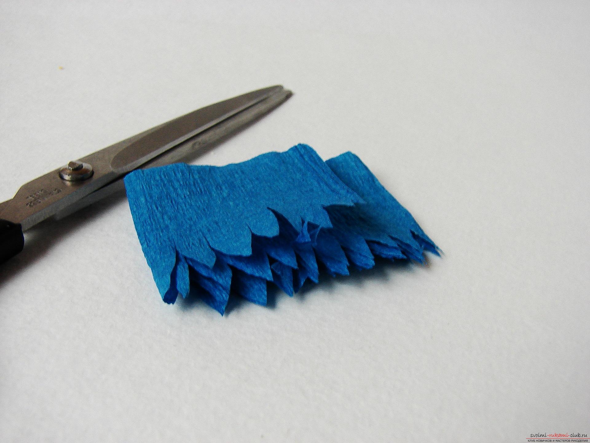 Смастерим васильки своими руками. Наш мастер-класс с фото подробно описывает как создать эти цветы из гофрированной бумаги.. Фото №18