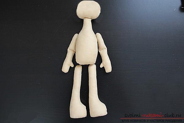 Мастер-класс по пошиву текстильной куклы Большеножки с готовой выкройкой и фотографиями.. Фото №7