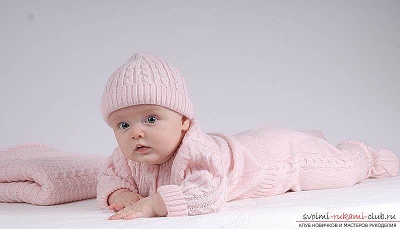 Как связать удобный и теплый комбинезон для ребенка спицами. Схема вязания спицами детского комбинезона. Подробное описание этапов создания этой уникальной вещи. Фото №1