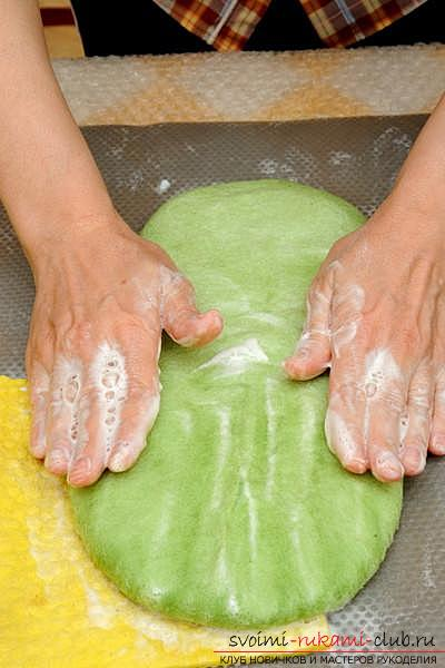 Как создать своими руками удобные тапочки методом валяния. Фото №9