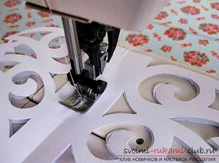 фото примеры процесса изготовления ажурной ёлочки из бумаги. Фото №17