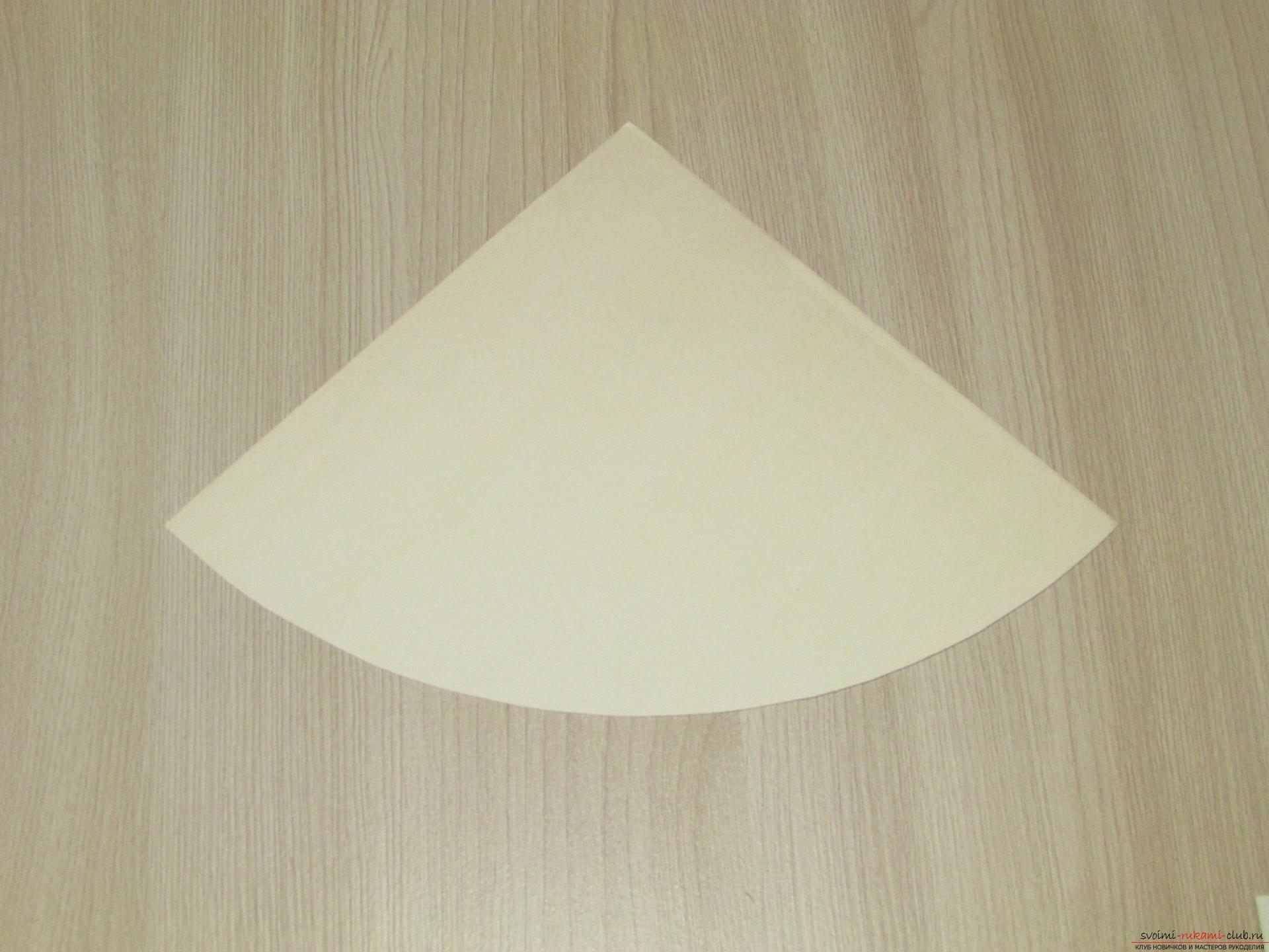 Этот мастер-класс - пошаговая инструкция с подробными фото как сделать елочку из перьев. Фото №3