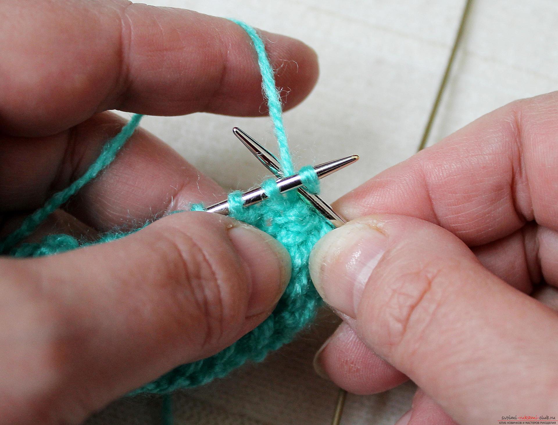 Вязание на спицах шапка вытянутыми петлями