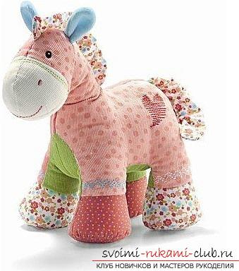Как сшить мягкую игрушку лошадку. Фото №1