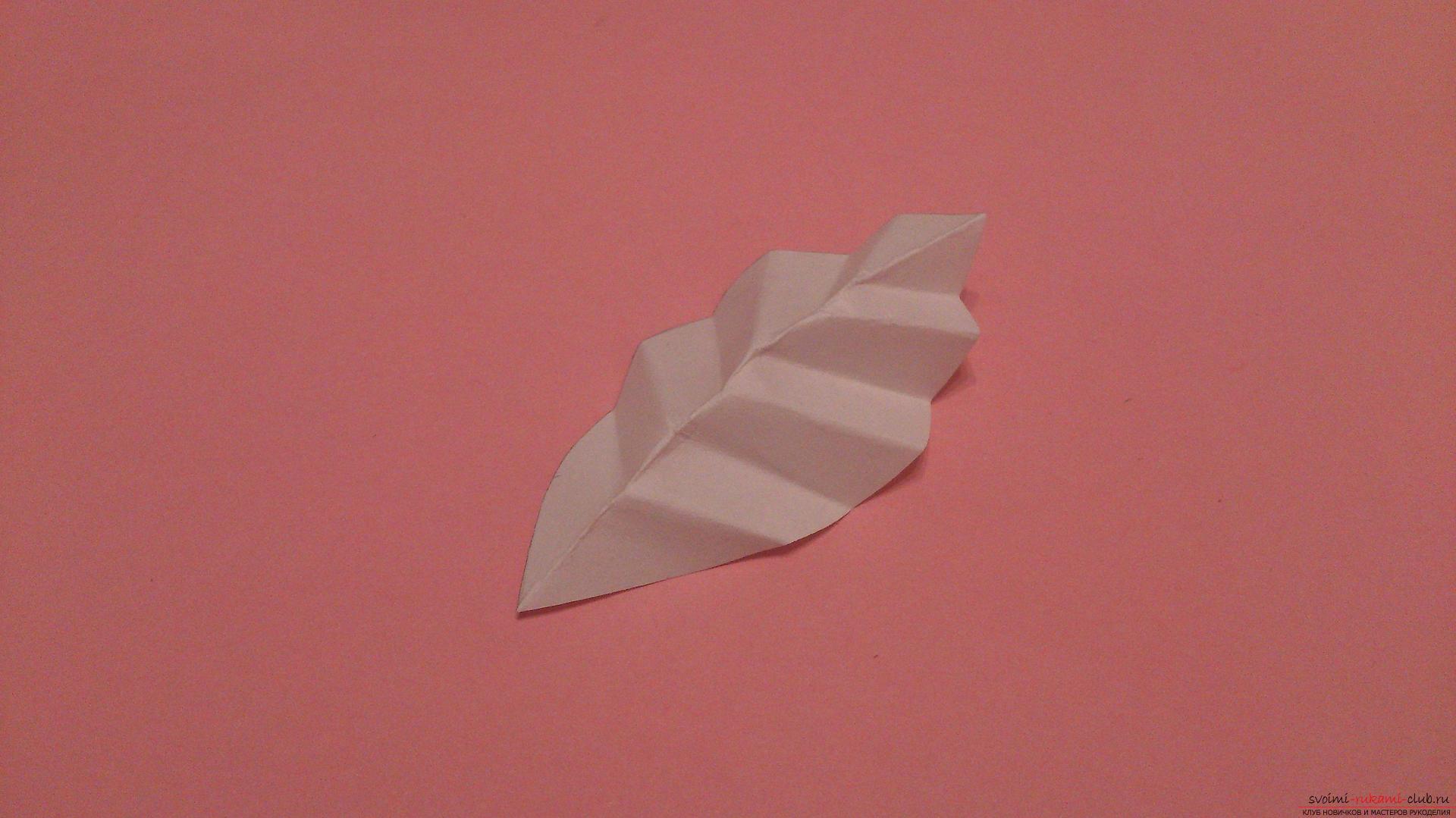 Поделки в технике бумагопластики очень разнообразны, предлагаем сделать картину из цветов, а цветы из бумаги изготовим своими руками.. Фото №23
