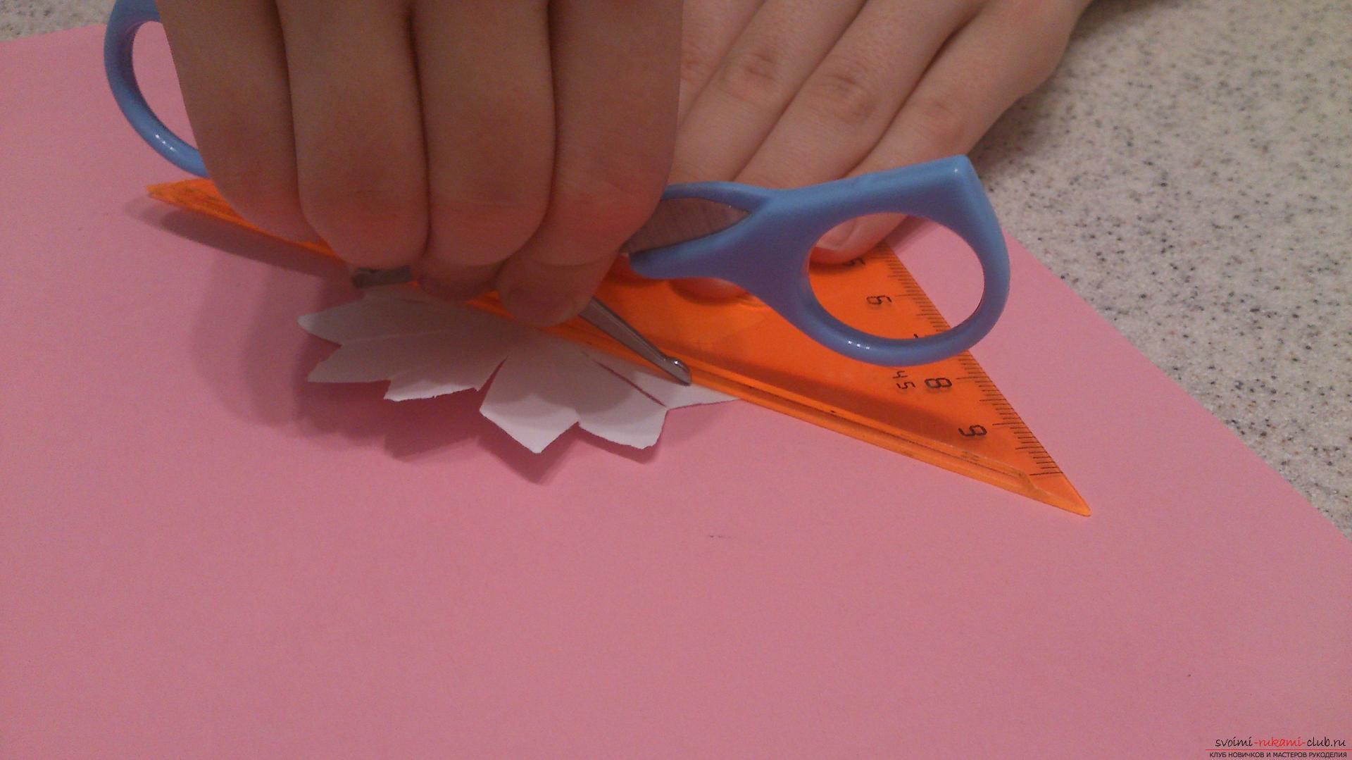 Поделки в технике бумагопластики очень разнообразны, предлагаем сделать картину из цветов, а цветы из бумаги изготовим своими руками.. Фото №5