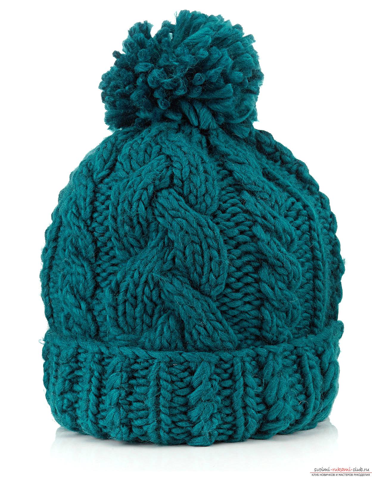 вязаная спицами шапка с отворотом. Фото №2