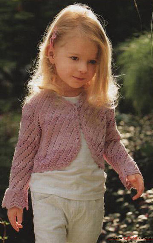 вязаное спицами болеро для девочки. Фото №1