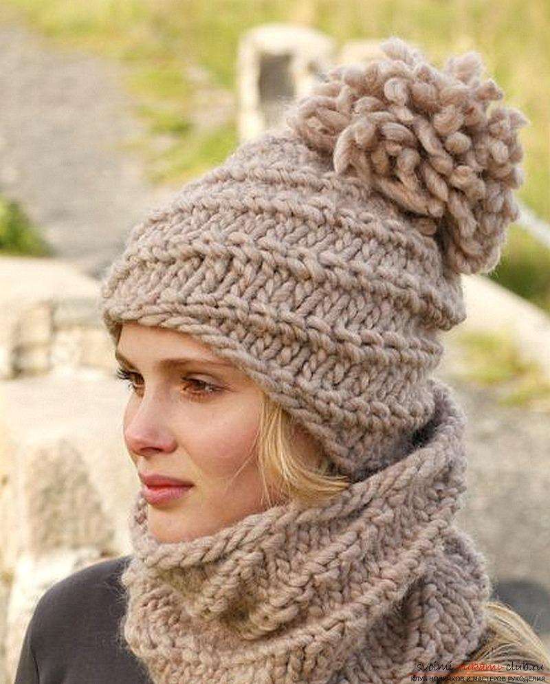 вязаная спицами женская шапка. Фото №3