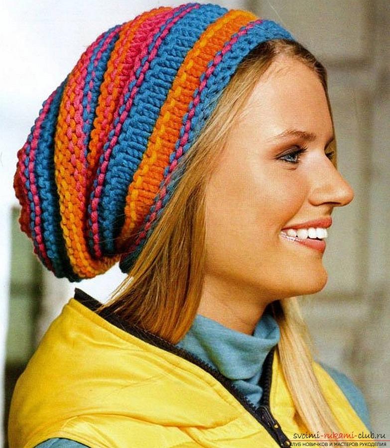 вязаная спицами женская шапка. Фото №1