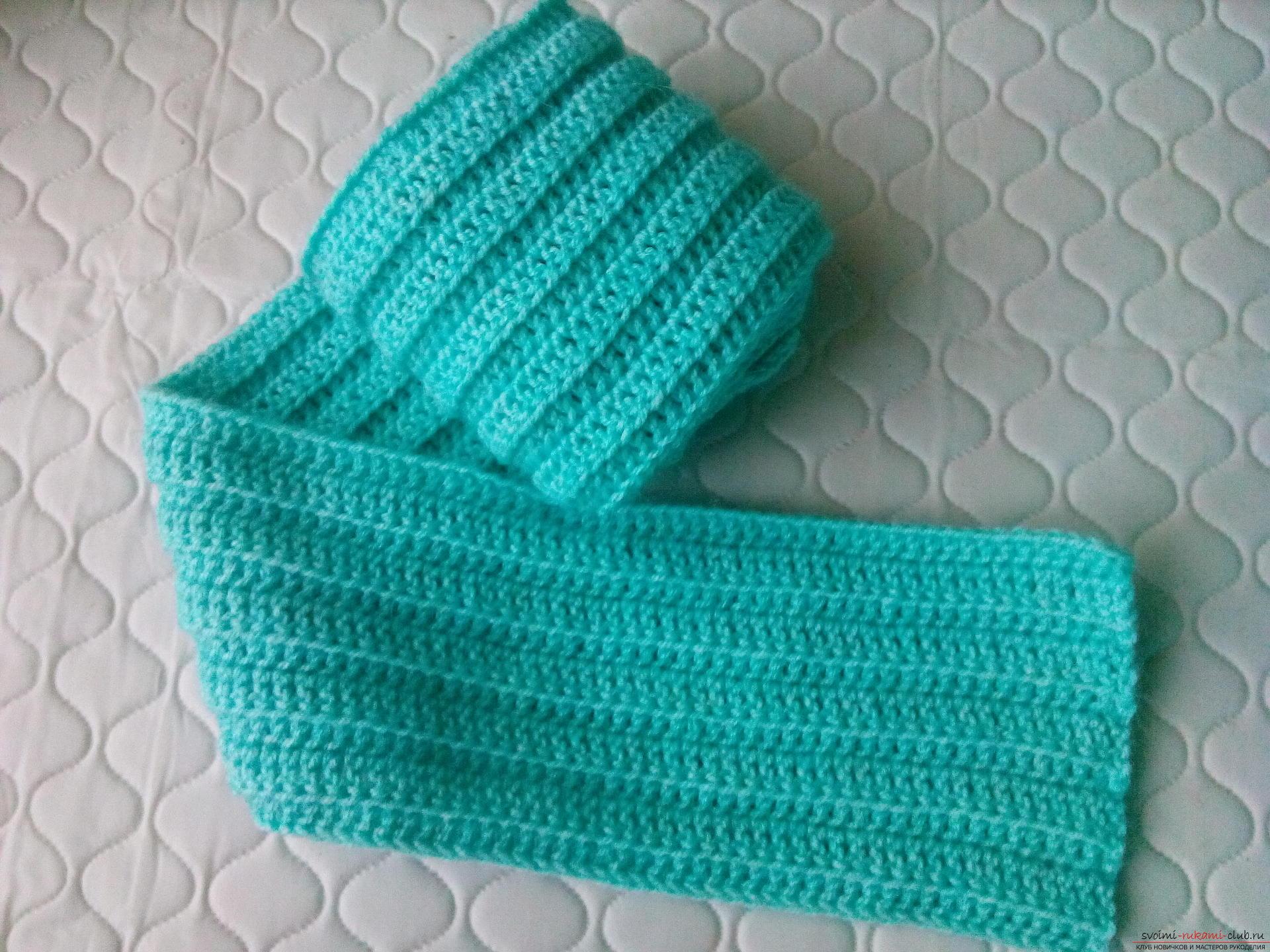 Пошаговое описание и фото вязания крючком комплекта для мальчика из шапочки и шарфа. Фото №18