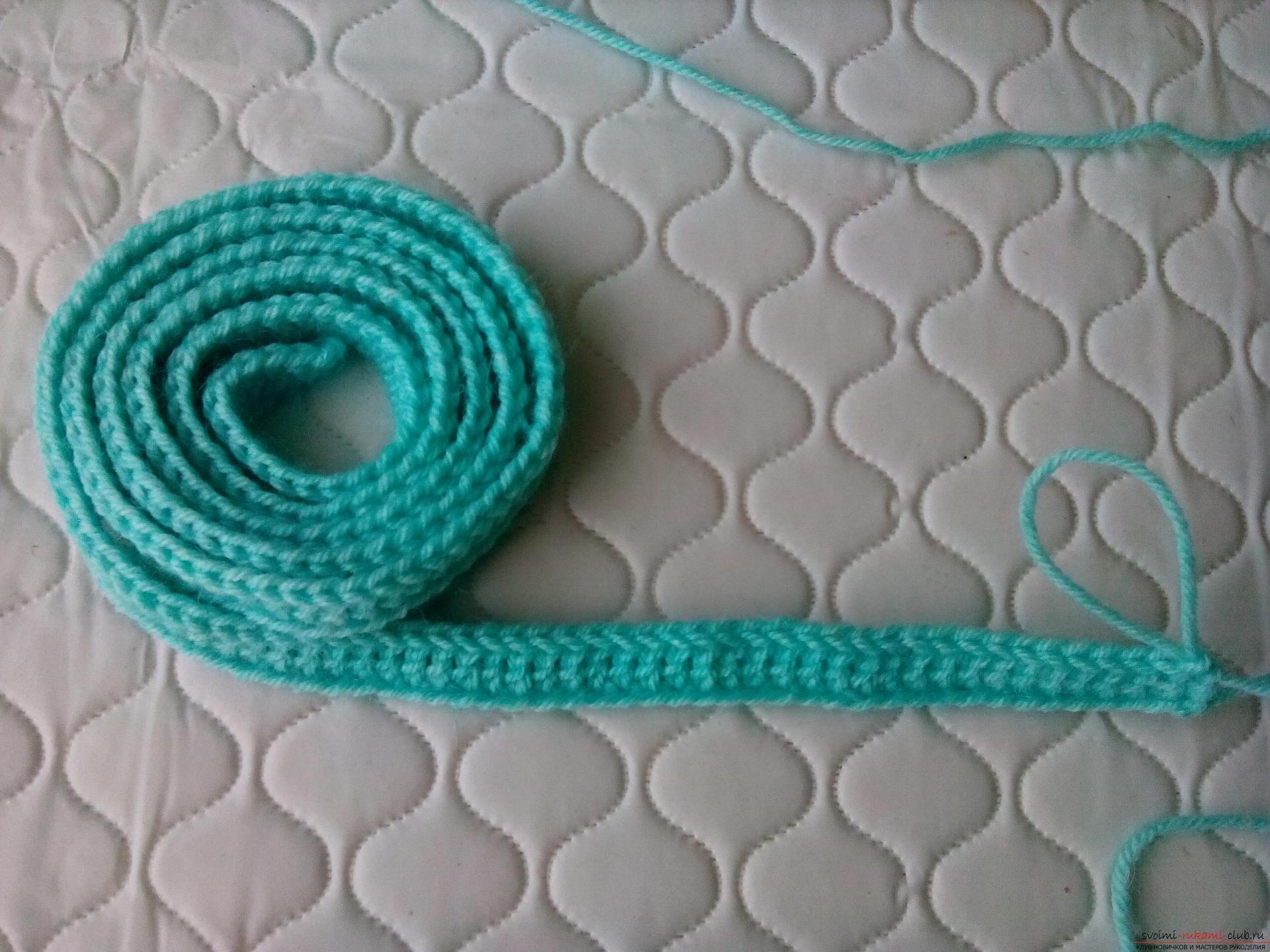 Пошаговое описание и фото вязания крючком комплекта для мальчика из шапочки и шарфа. Фото №16