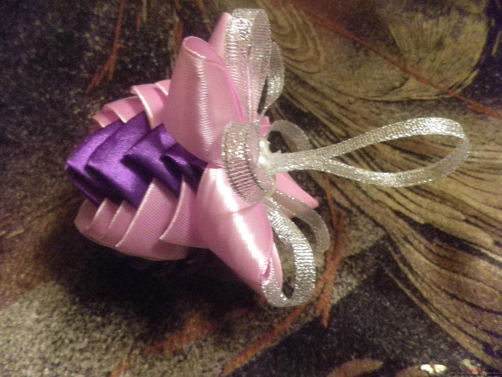 Новогодние игрушки из атласных лент своими руками