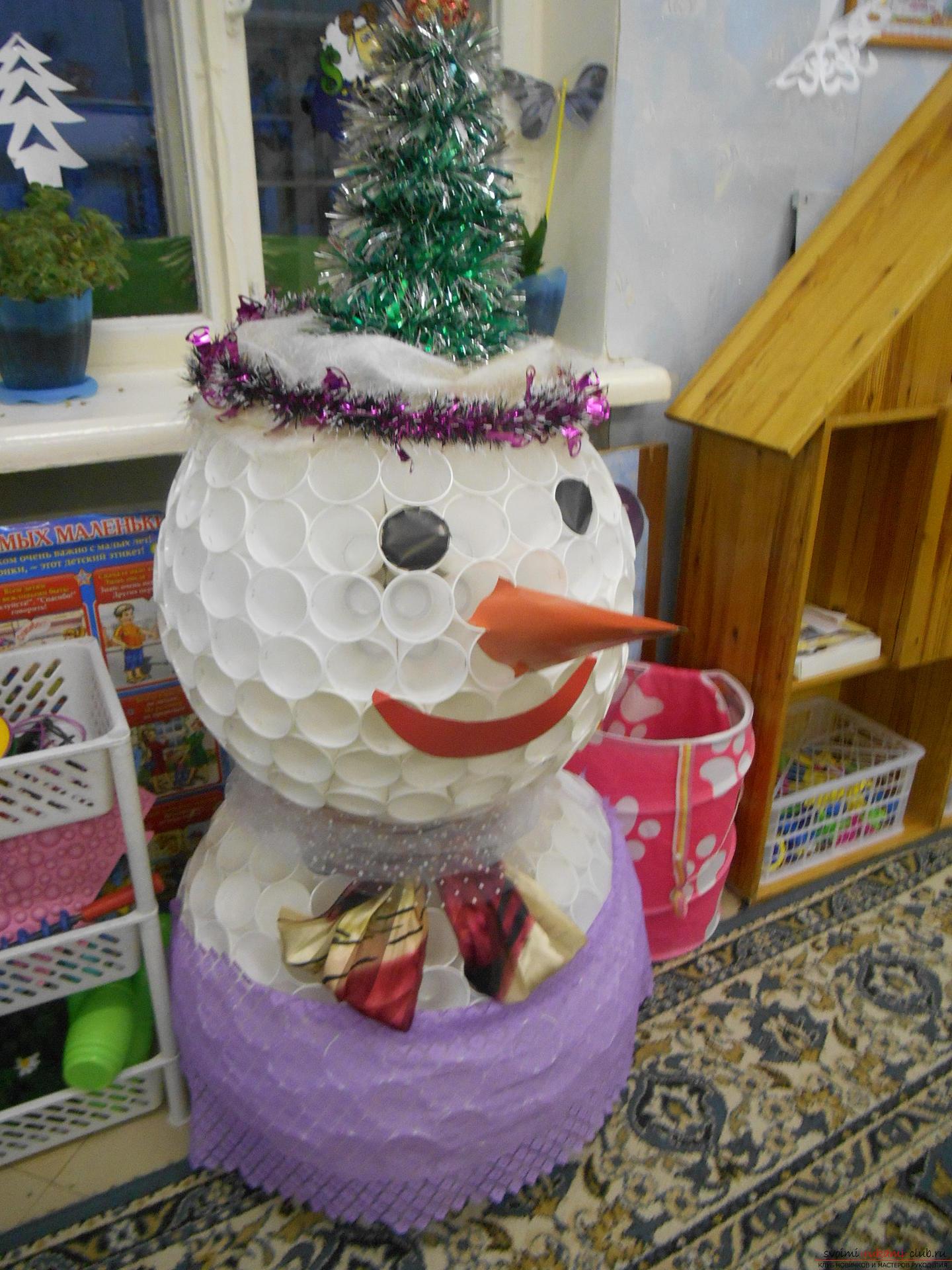 Снеговик из пластиковых стаканчиков своими руками фото фото 191