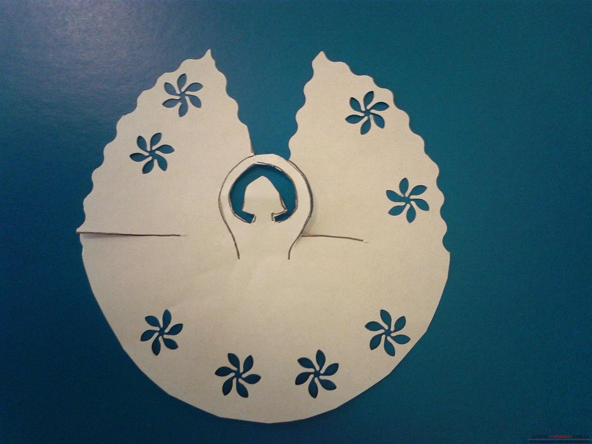 В этом мастер-классе описан процесс создания новогодних поделок своими руками. Милые ангелочки из бумаги создавались как украшения на елку.. Фото №11