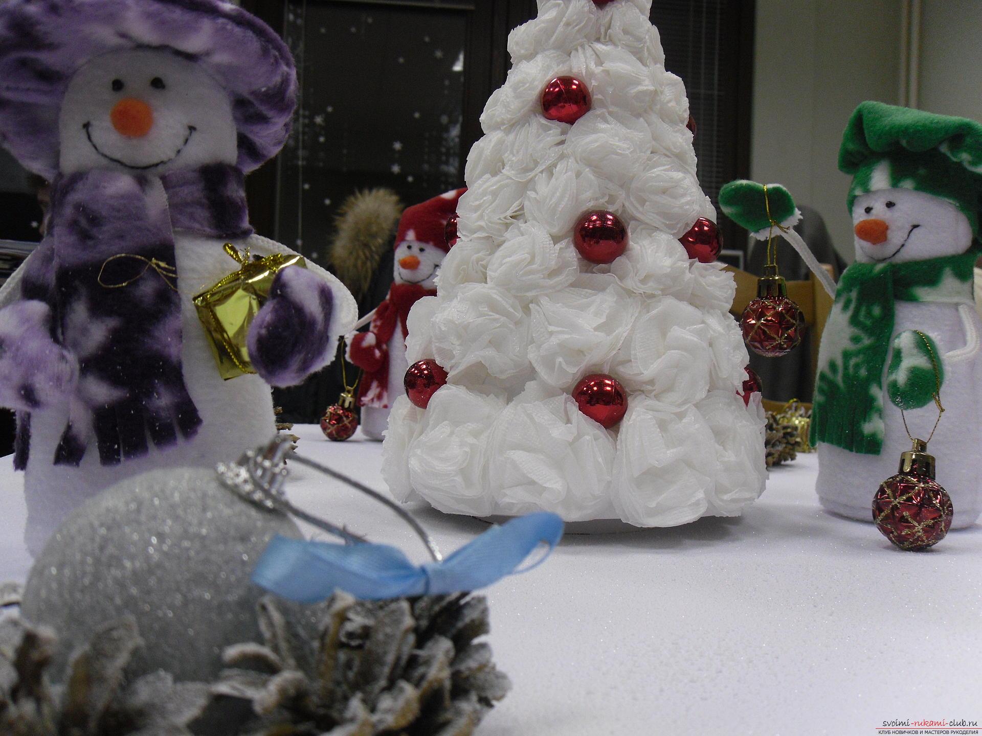 Снеговики из фетра помогут создать новогоднюю обстановку в каждом доме. Поделка на Новый год может быть не купленной в магазине, украшение к новогоднему столу можно сделать своими руками.. Фото №8