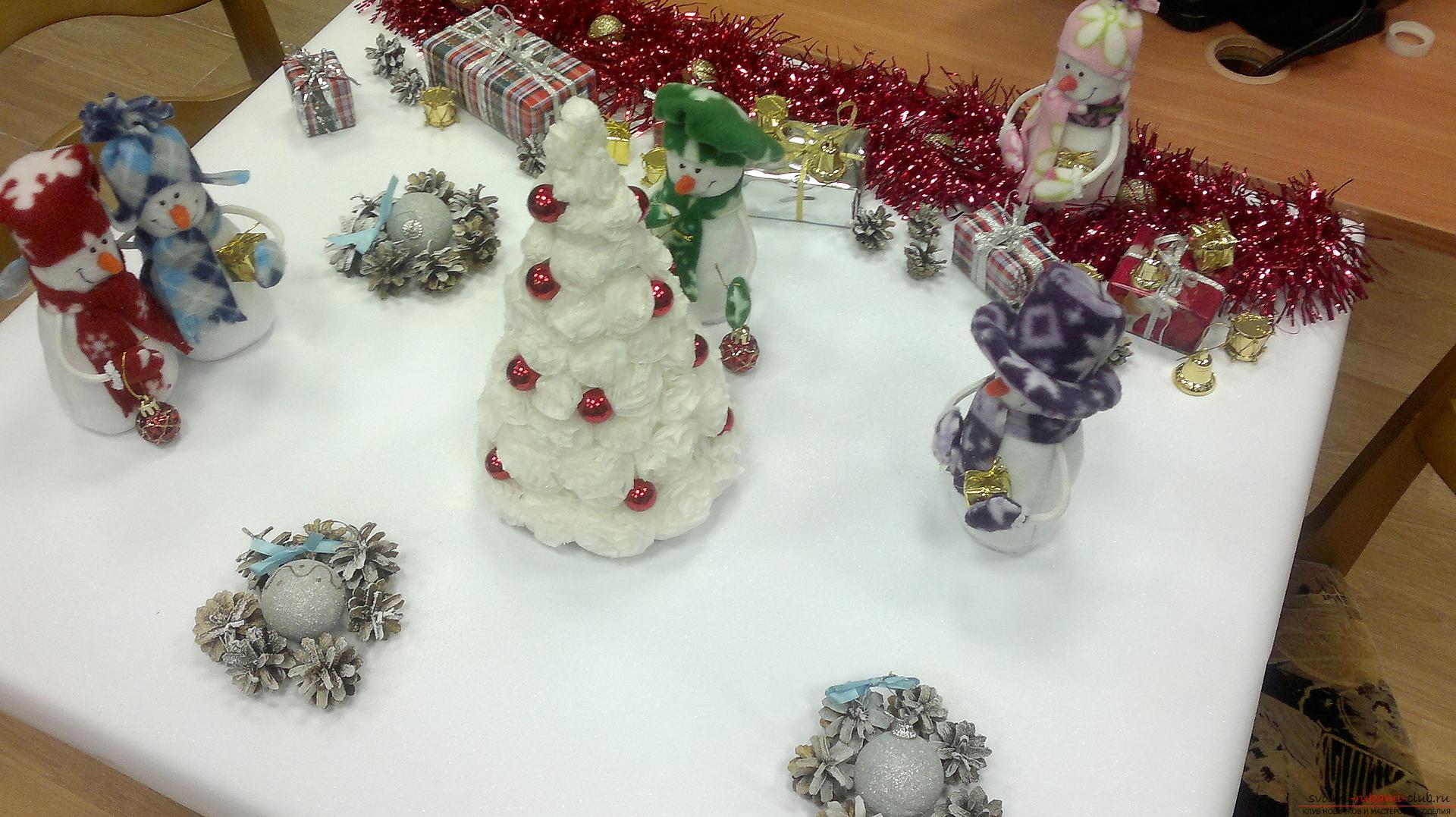 Снеговики из фетра помогут создать новогоднюю обстановку в каждом доме. Поделка на Новый год может быть не купленной в магазине, украшение к новогоднему столу можно сделать своими руками.. Фото №2