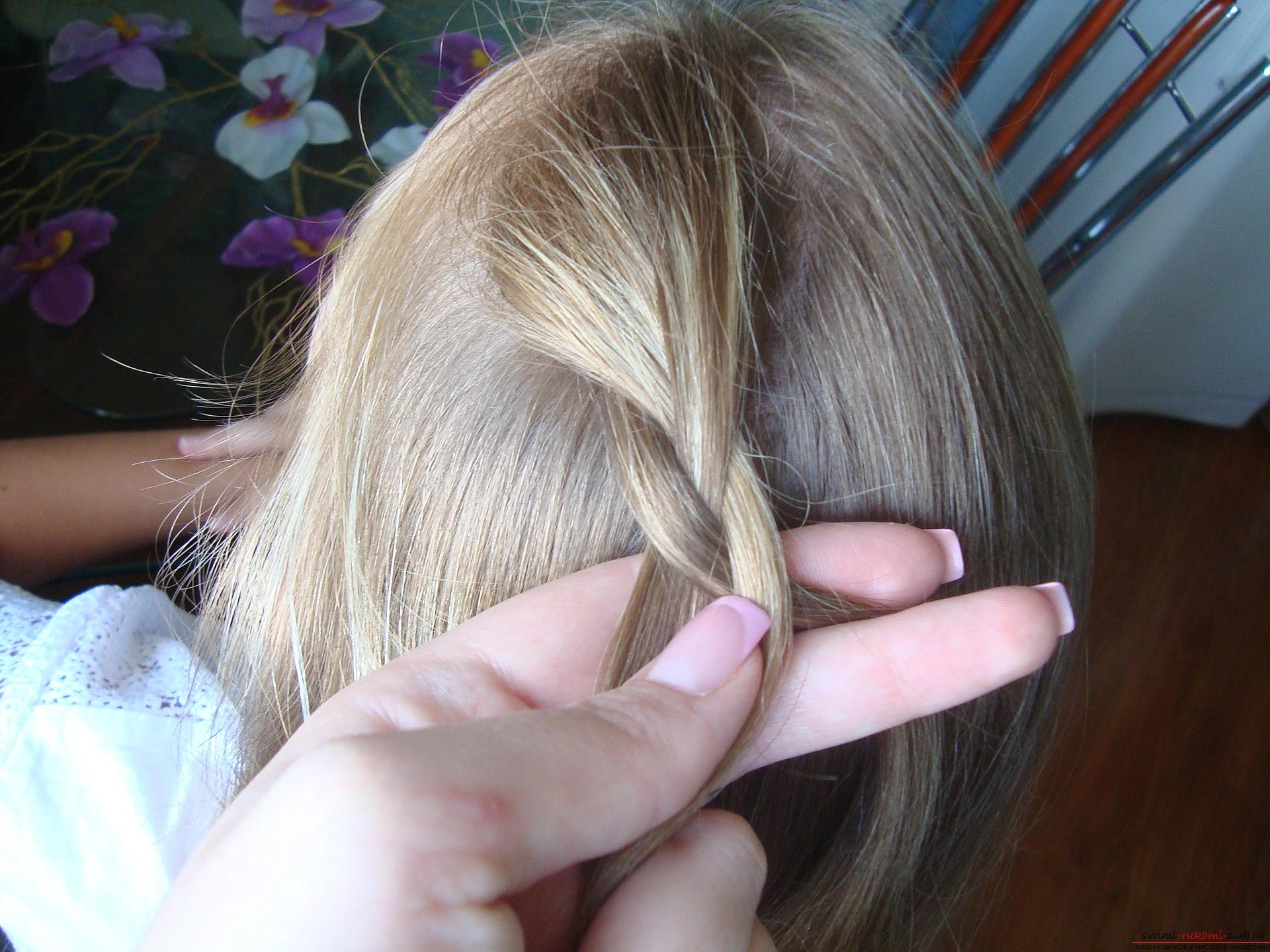 Урок по плетению косы на длинные волосы для девочки в школу. Фото №4