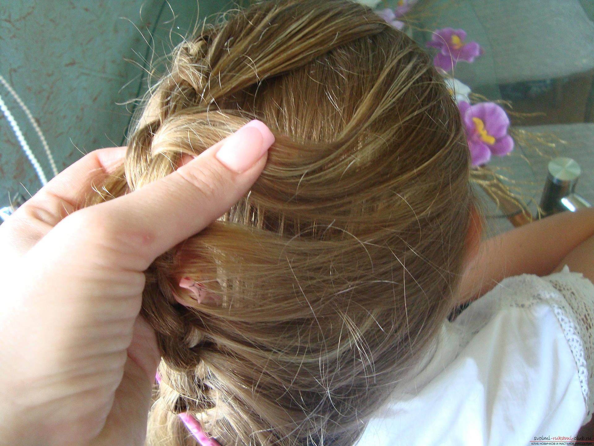 Урок по плетению косы на длинные волосы для девочки в школу. Фото №9