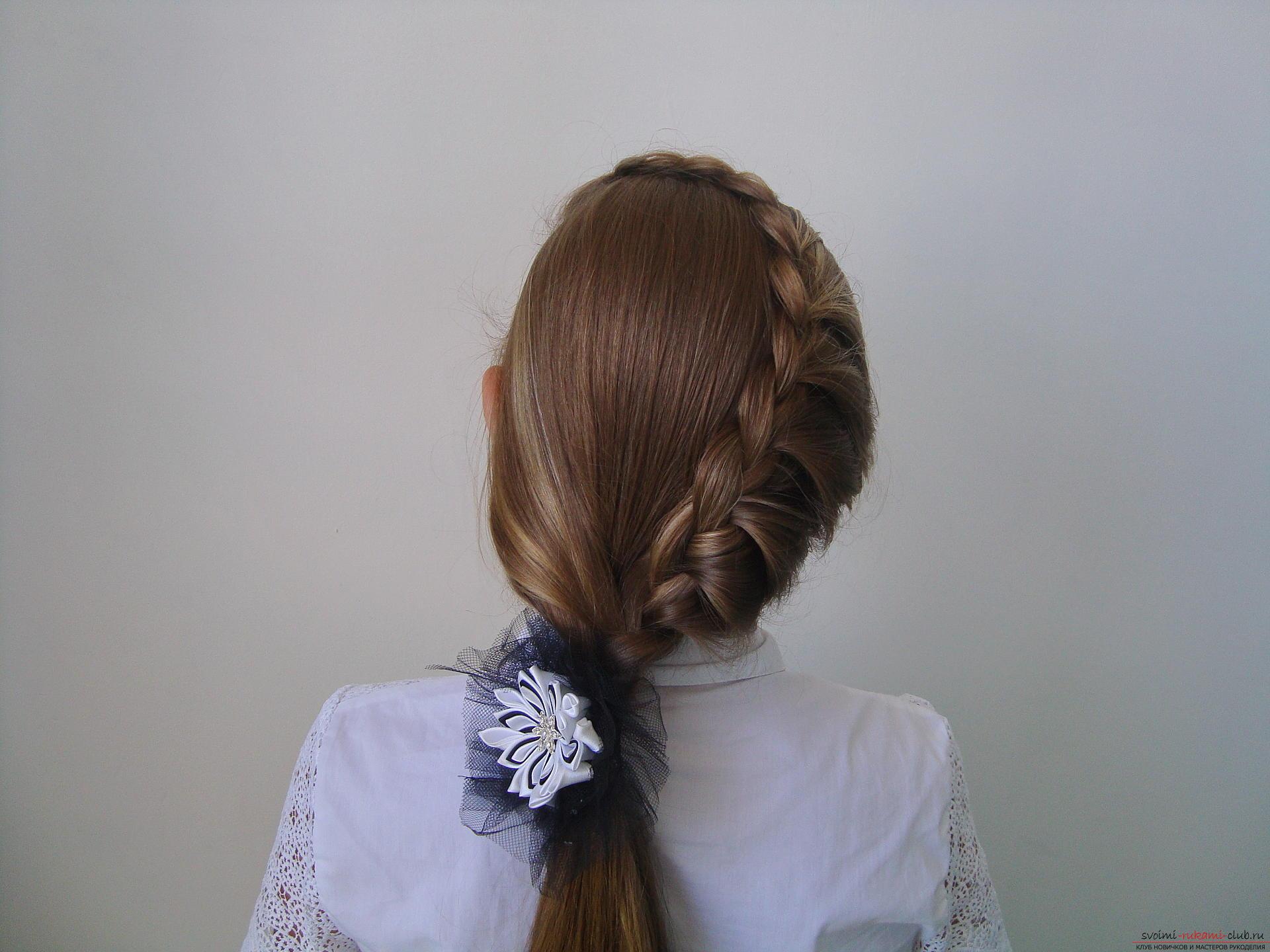 Урок по плетению косы на длинные волосы для девочки в школу. Фото №11
