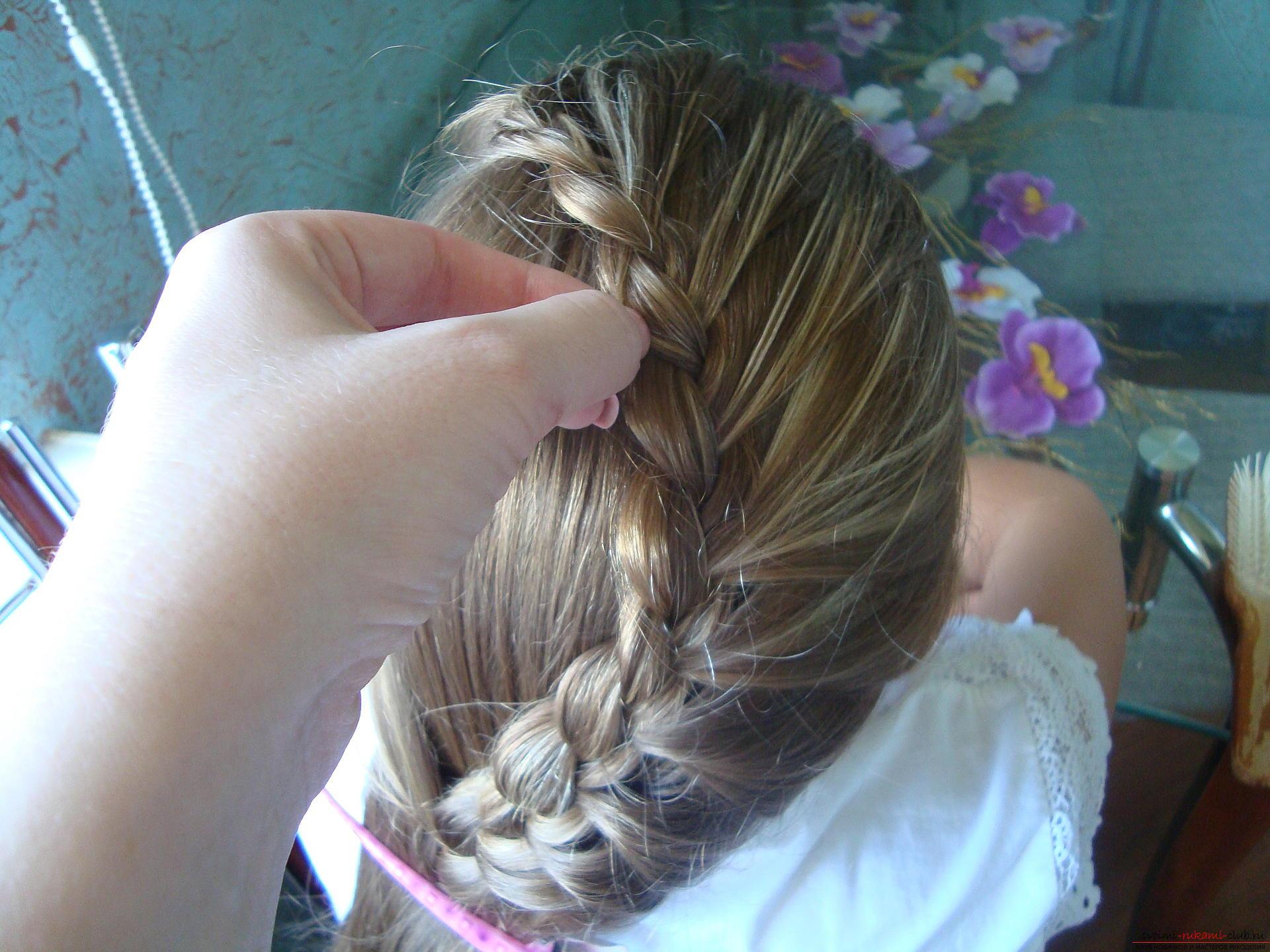 Урок по плетению косы на длинные волосы для девочки в школу. Фото №10