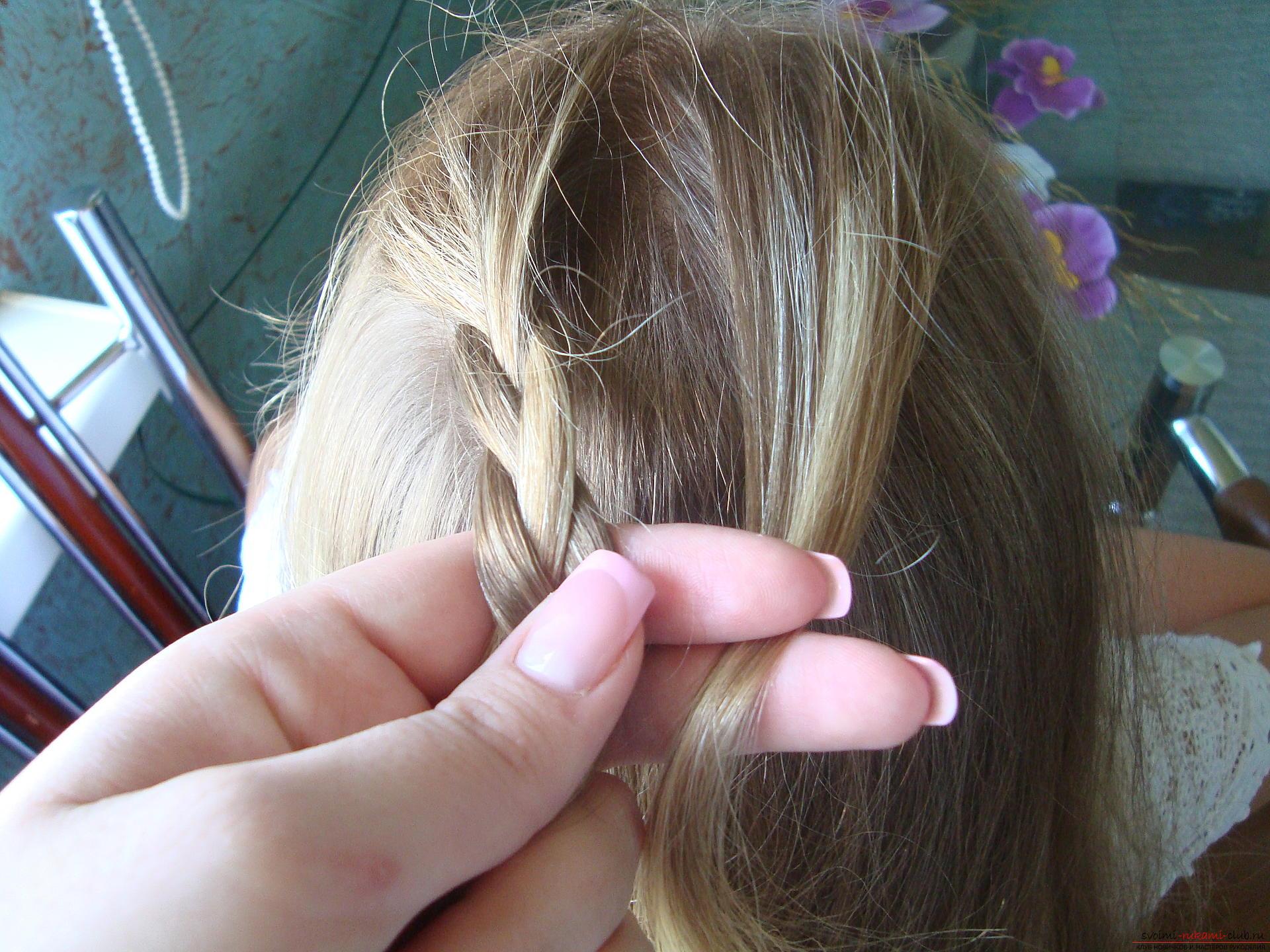 Урок по плетению косы на длинные волосы для девочки в школу. Фото №5