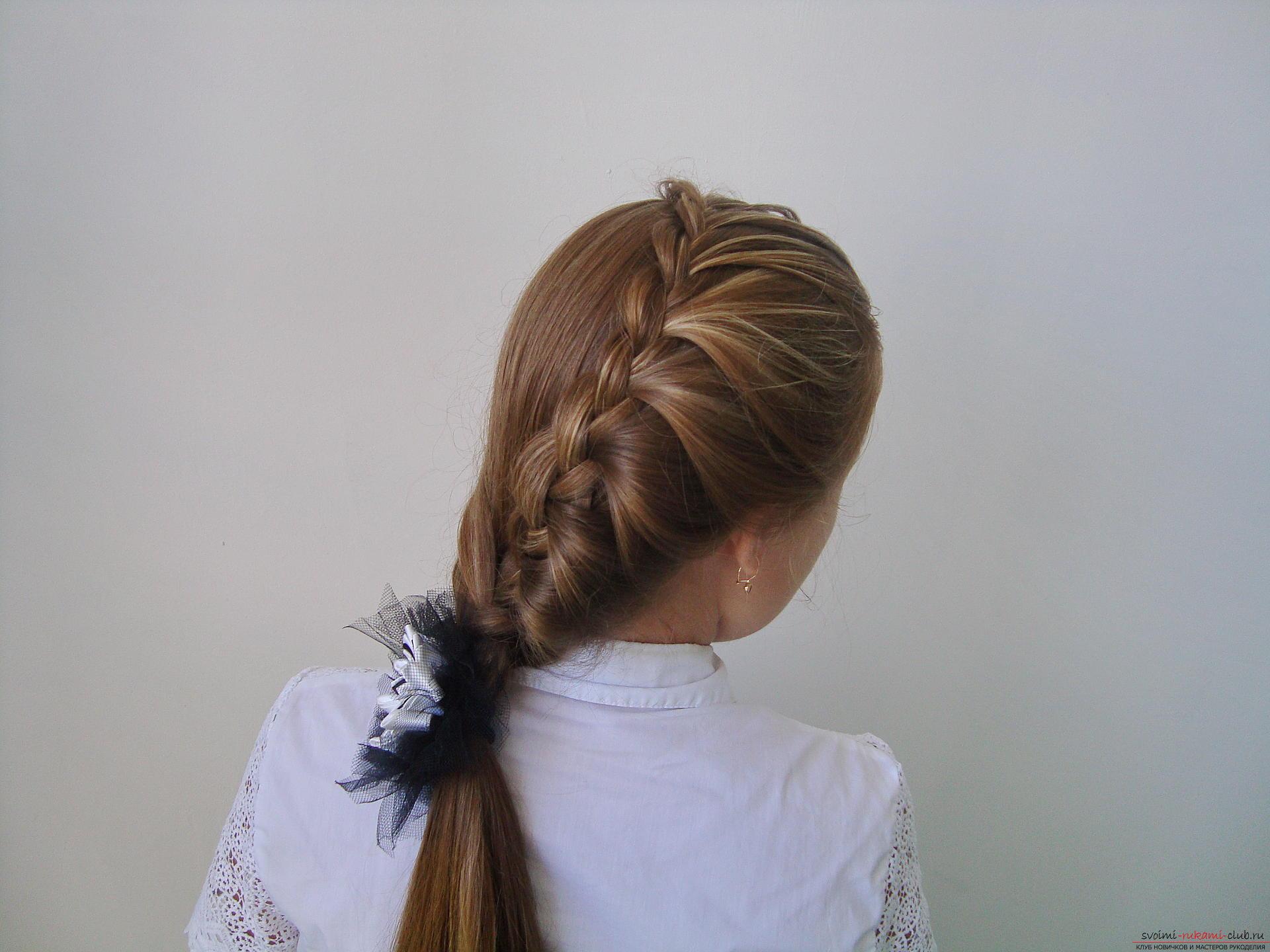 Урок по плетению косы на длинные волосы для девочки в школу. Фото №1