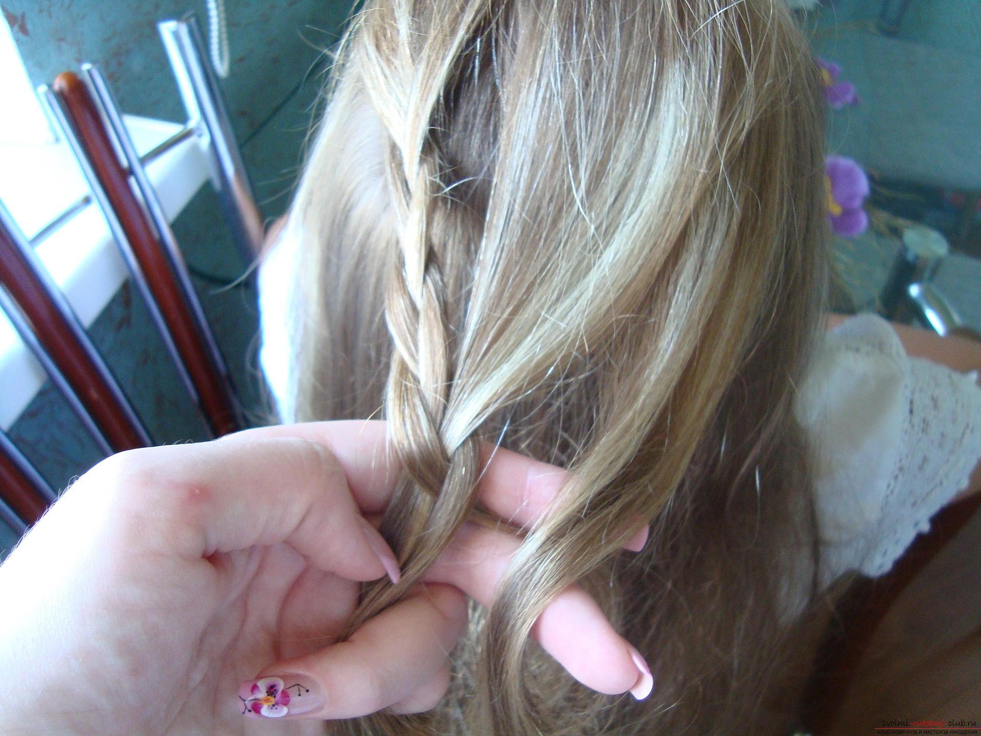 Урок по плетению косы на длинные волосы для девочки в школу. Фото №6