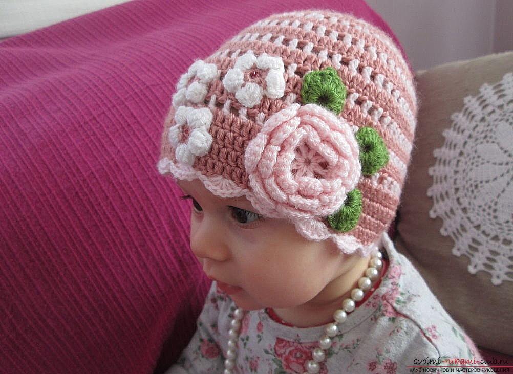 Чудесная розовая шапочка для девочки станет прекрасным подарком вашей дочери, если вы ее сами свяжете