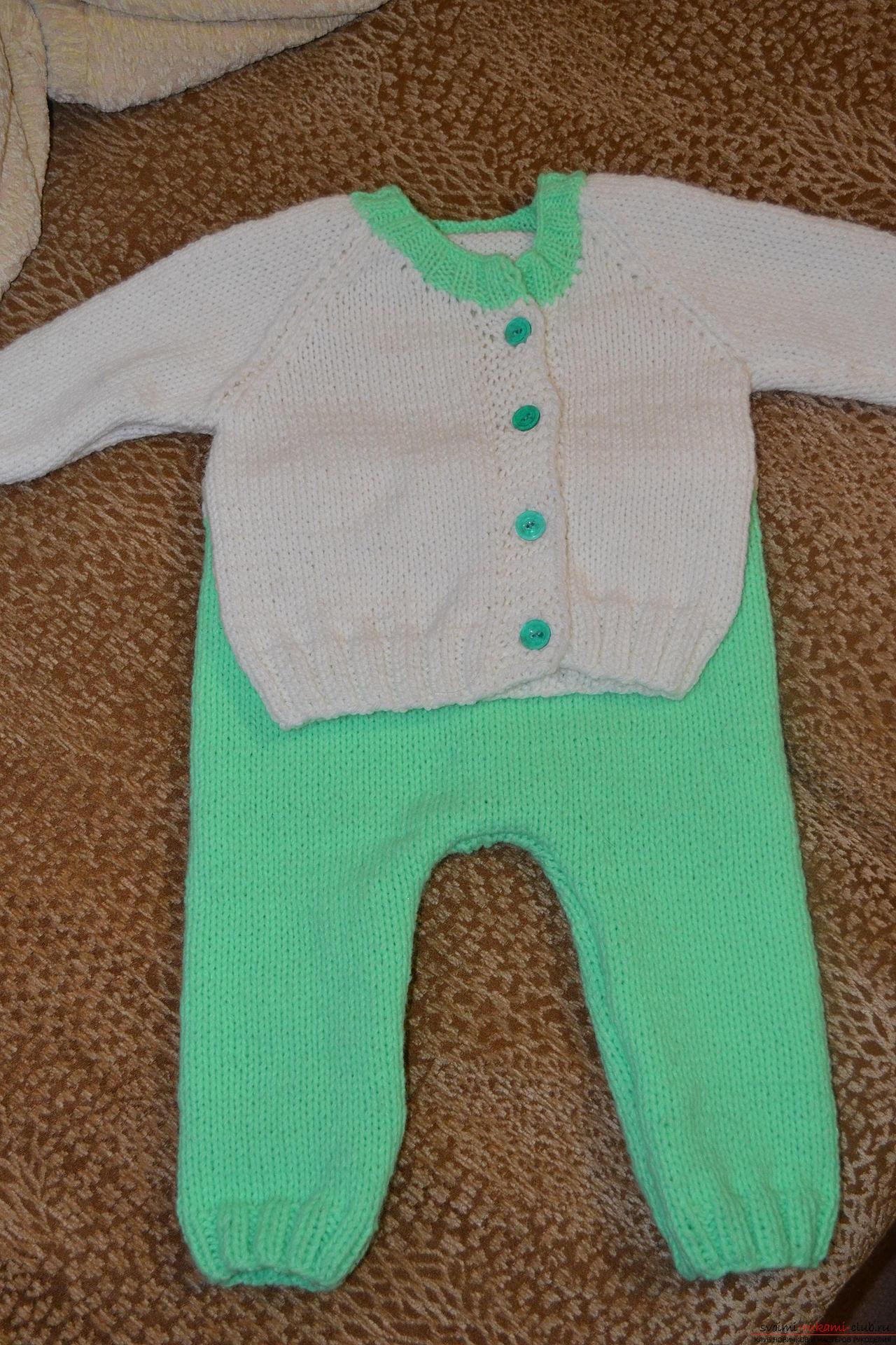 Этот мастер-класс со схемой вязания научит как связать костюм для новорожденного или грудничка спицами.. Фото №13