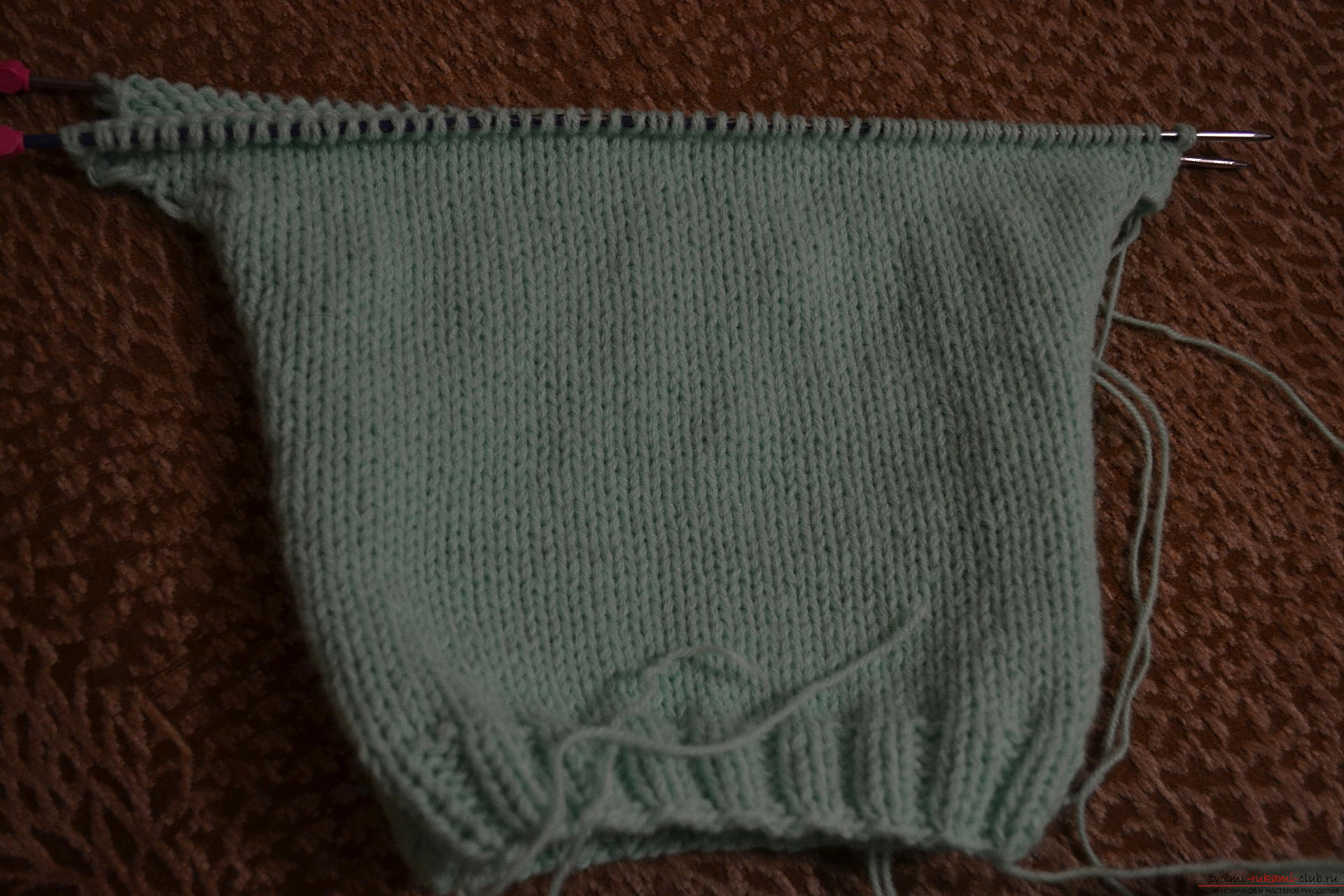 Этот мастер-класс со схемой вязания научит как связать костюм для новорожденного или грудничка спицами.. Фото №2