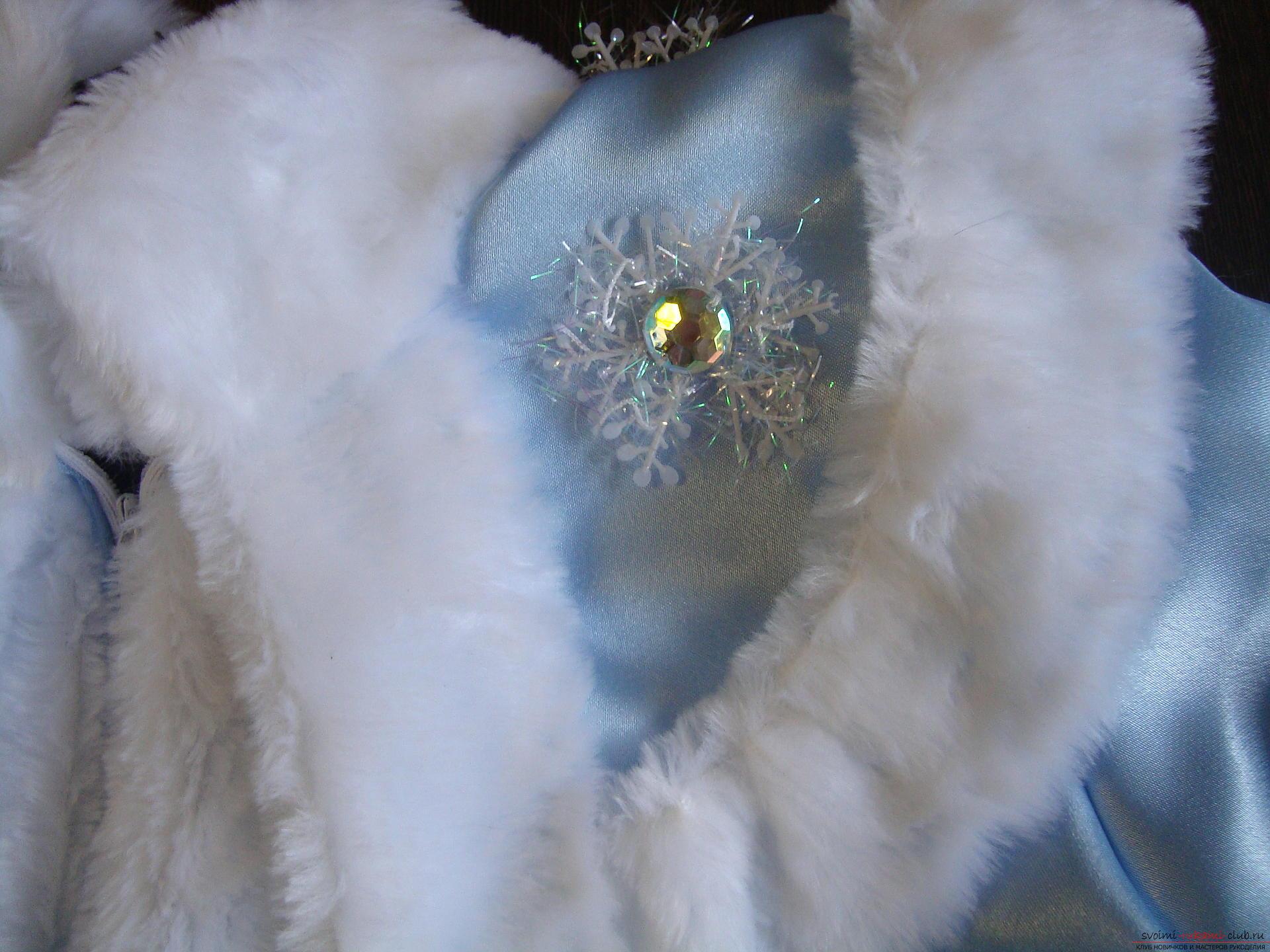 Карнавальные костюмы для девочки мама может сшить своими руками. Костюм Снегурочка понравится многим девочкам.. Фото №19
