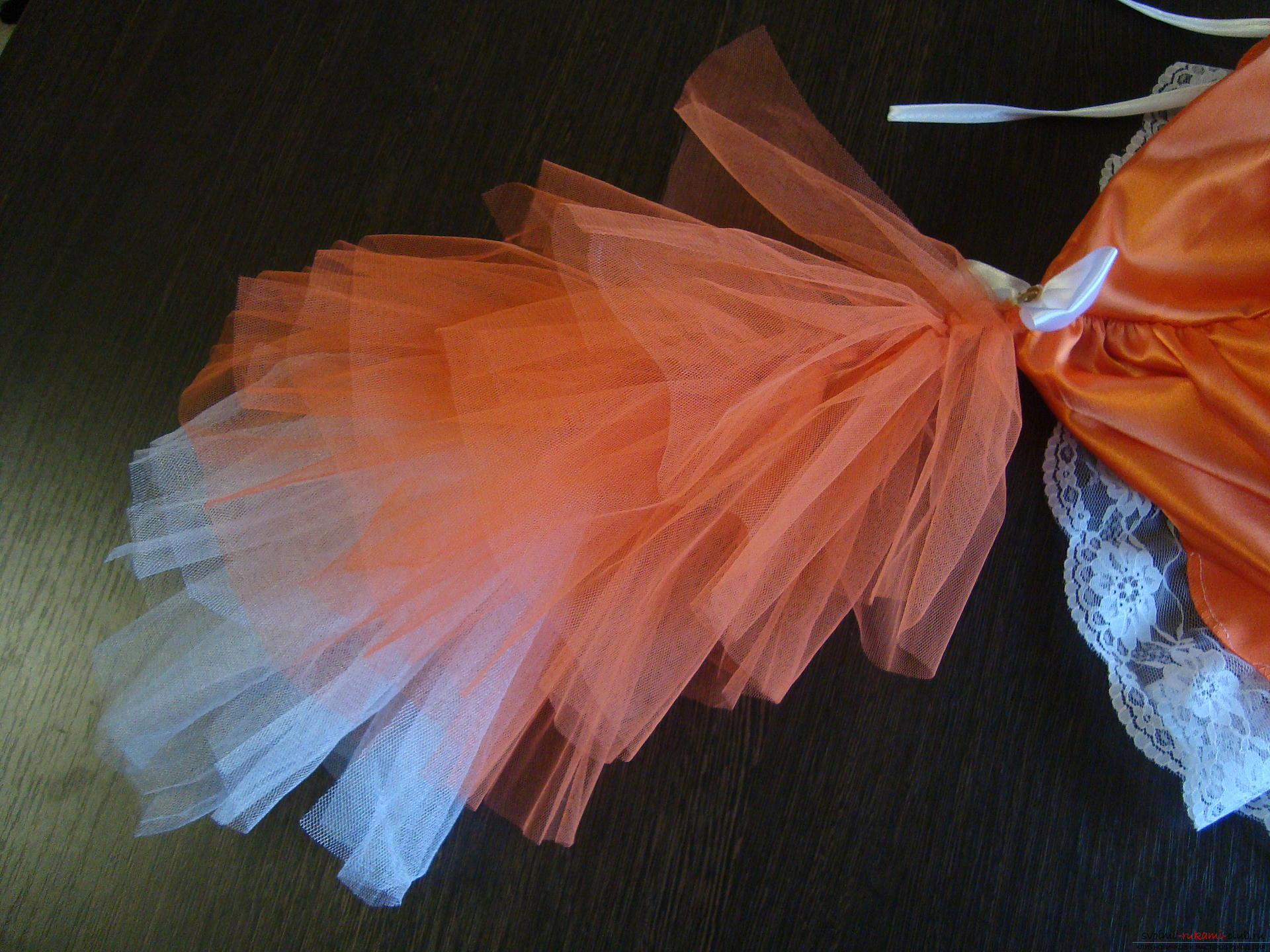 Этот мастер-класс научит как сшить своими руками детский карнавальный костюм лисы для девочки. Фото №9
