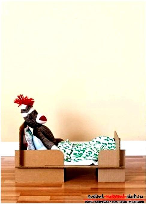 Кровать для куклы, изготовленная своими руками