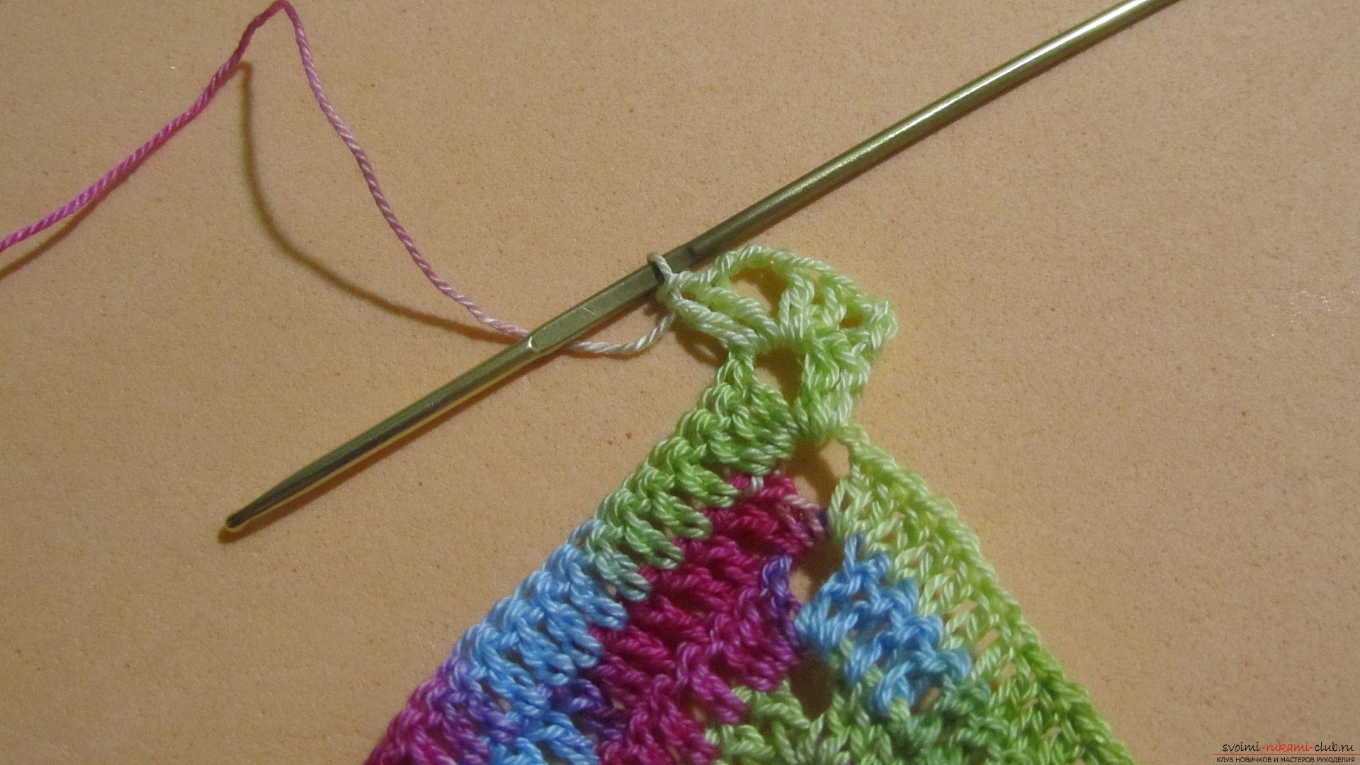 Этот мастер-класс со схемой и описанием вязания крючком научит вязать кружево с сердечками.. Фото №45