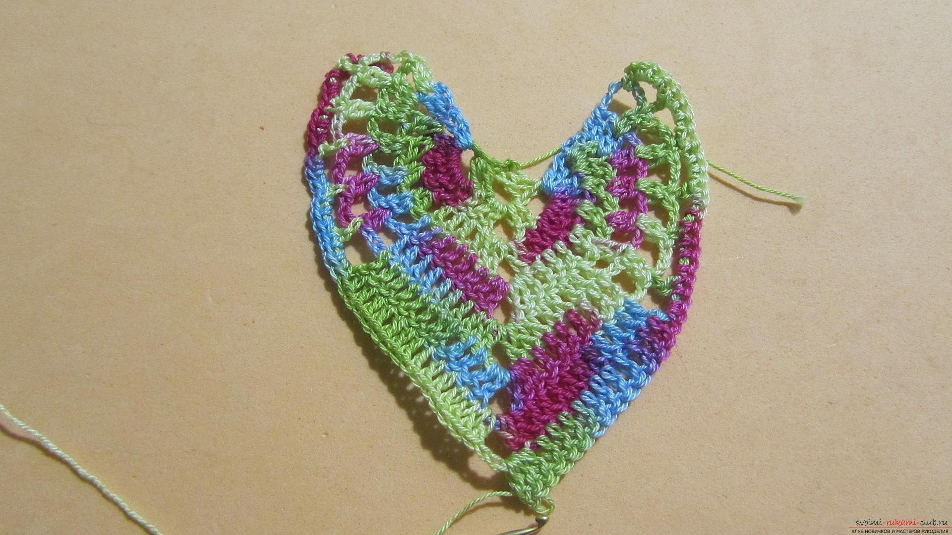Этот мастер-класс со схемой и описанием вязания крючком научит вязать кружево с сердечками.. Фото №42