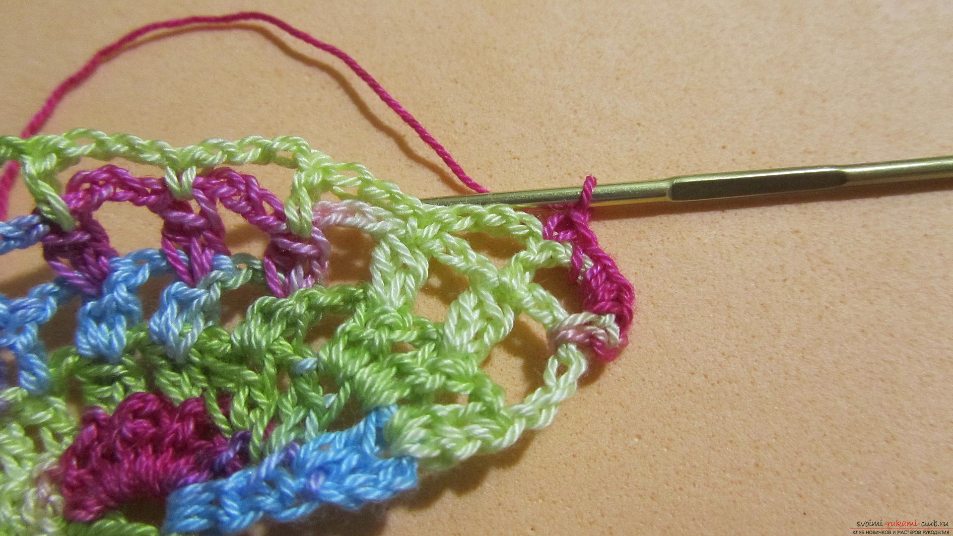 Этот мастер-класс со схемой и описанием вязания крючком научит вязать кружево с сердечками.. Фото №37