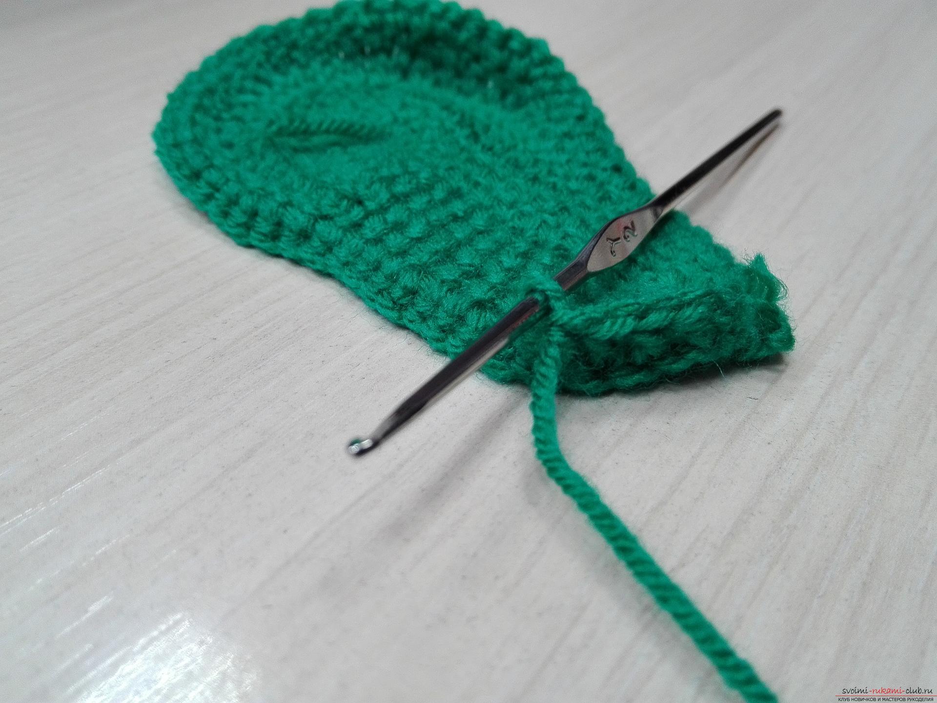 Мастер-класс по вязанию крючком с фото и описанием научит вязанию детских пинеток. Фото №11