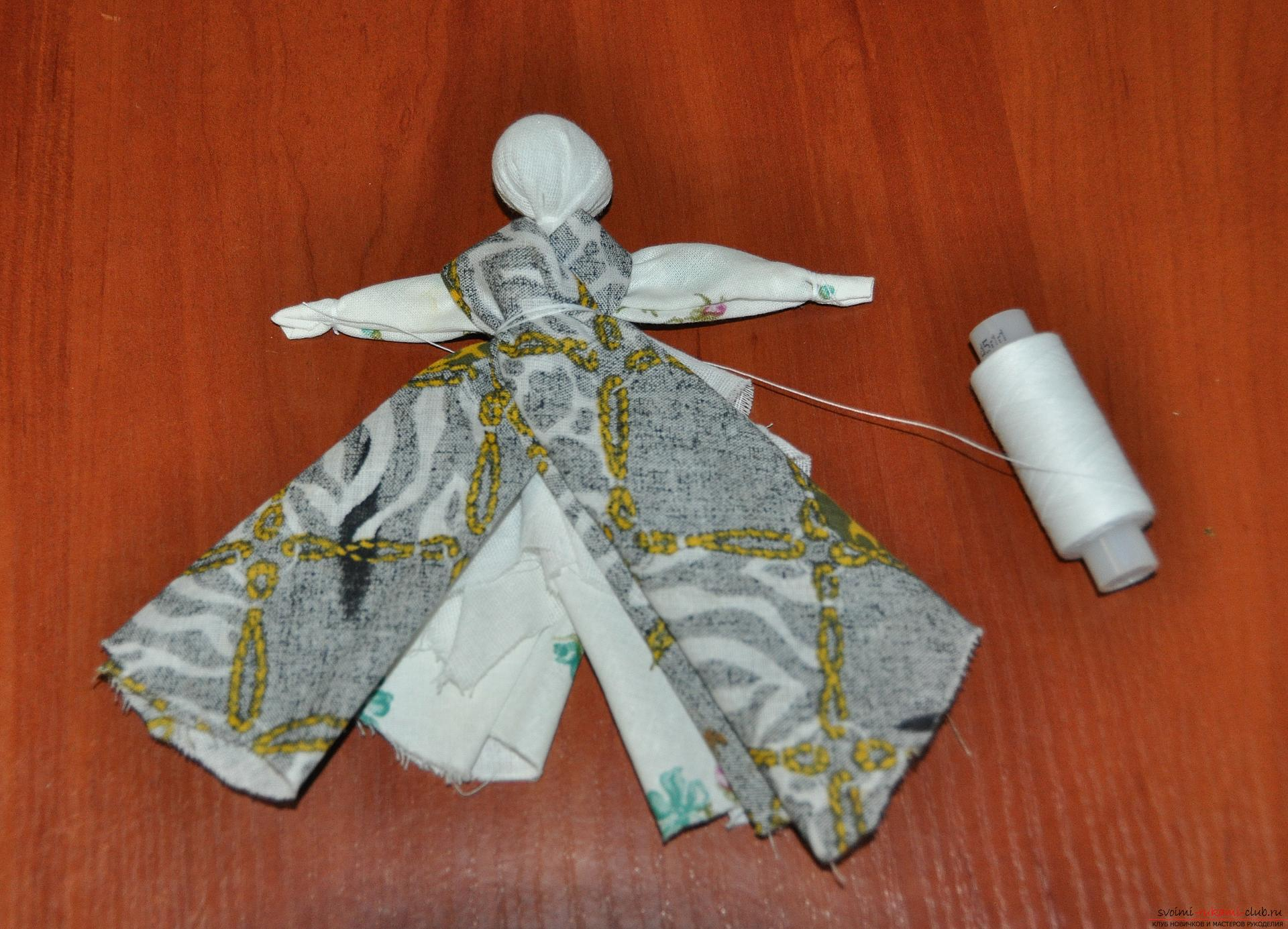 Этот мастер-класс научит как изготовить своими руками куклу-берегиню - столбушку. Фото №17