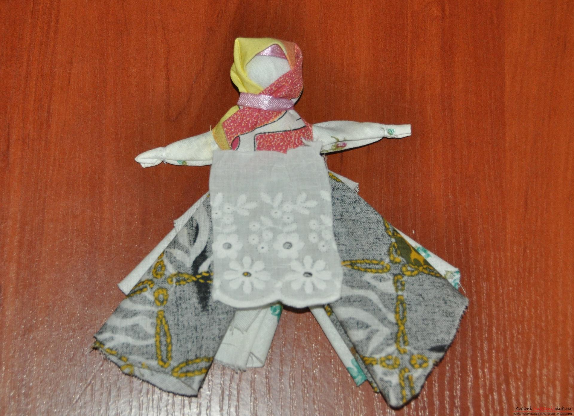 Этот мастер-класс научит как изготовить своими руками куклу-берегиню - столбушку. Фото №23