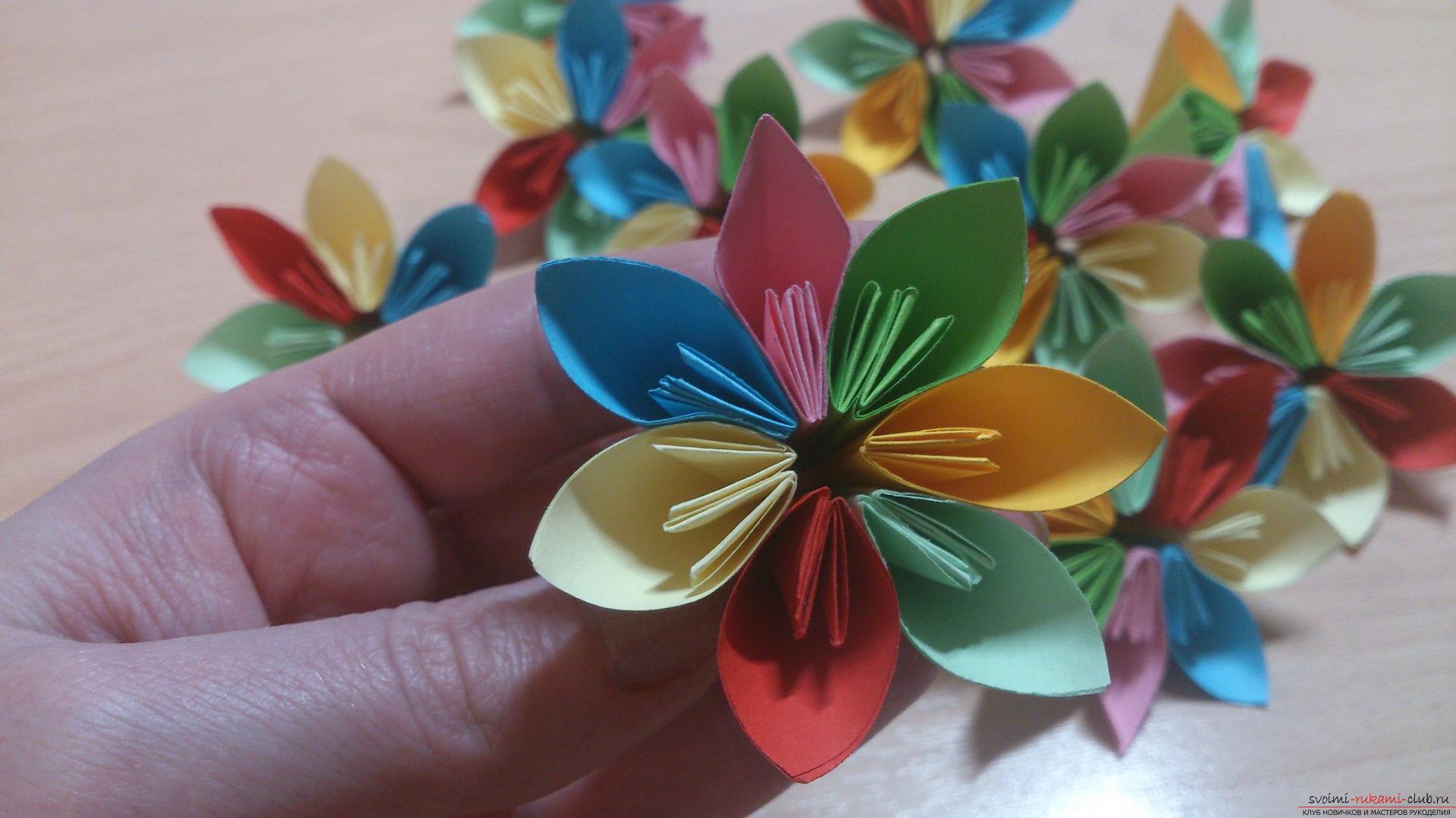 Как сделать шар из бумаги покажет наш мастер-класс с фото, в котором используется техника оригами из модулей - кусудама.