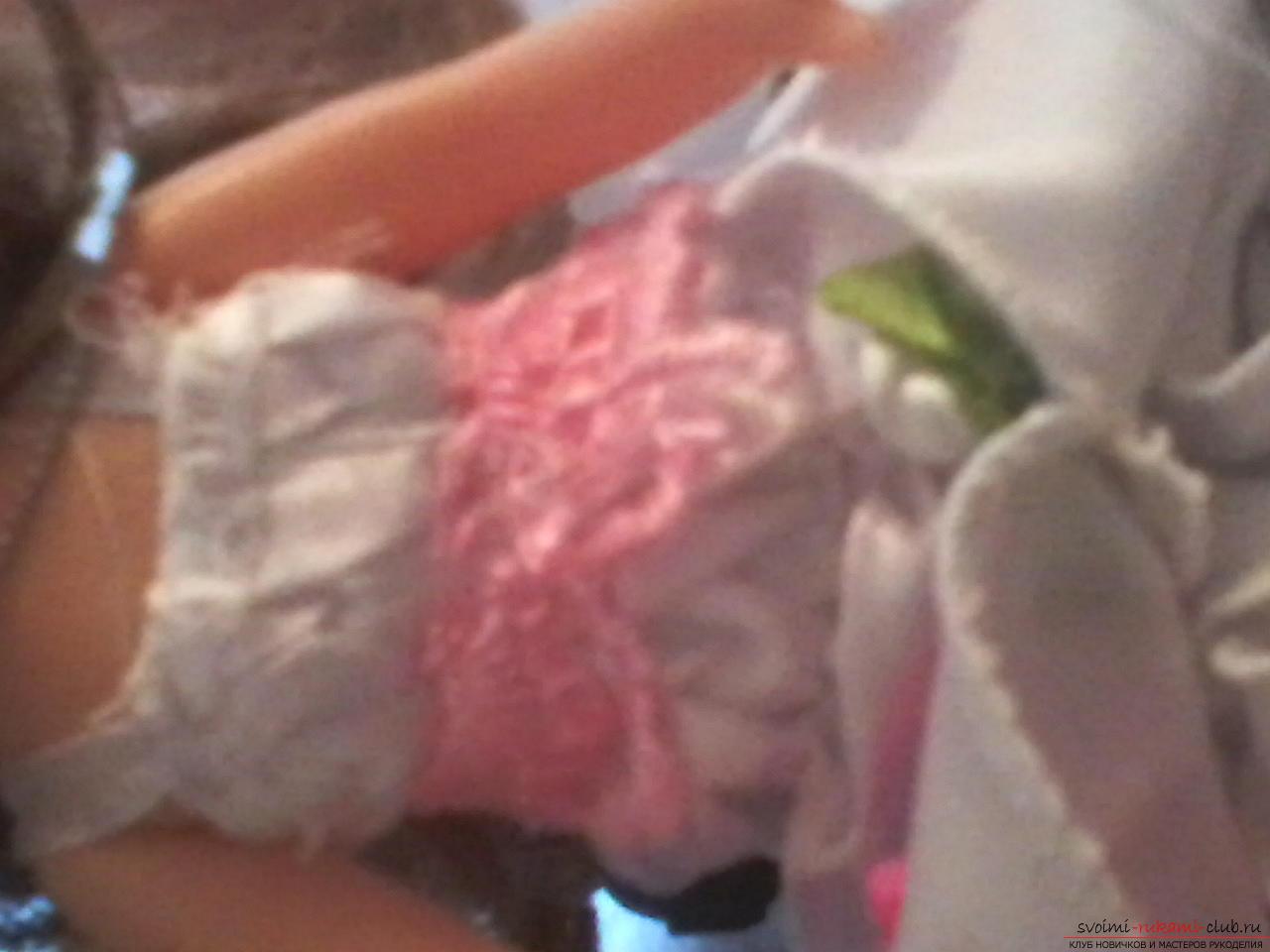 Сделать куклу-шкатулку своими руками легко и просто. Такая кукла может послужить не только игрушкой для ребенка, но и сбережет ваши украшения.. Фото №4